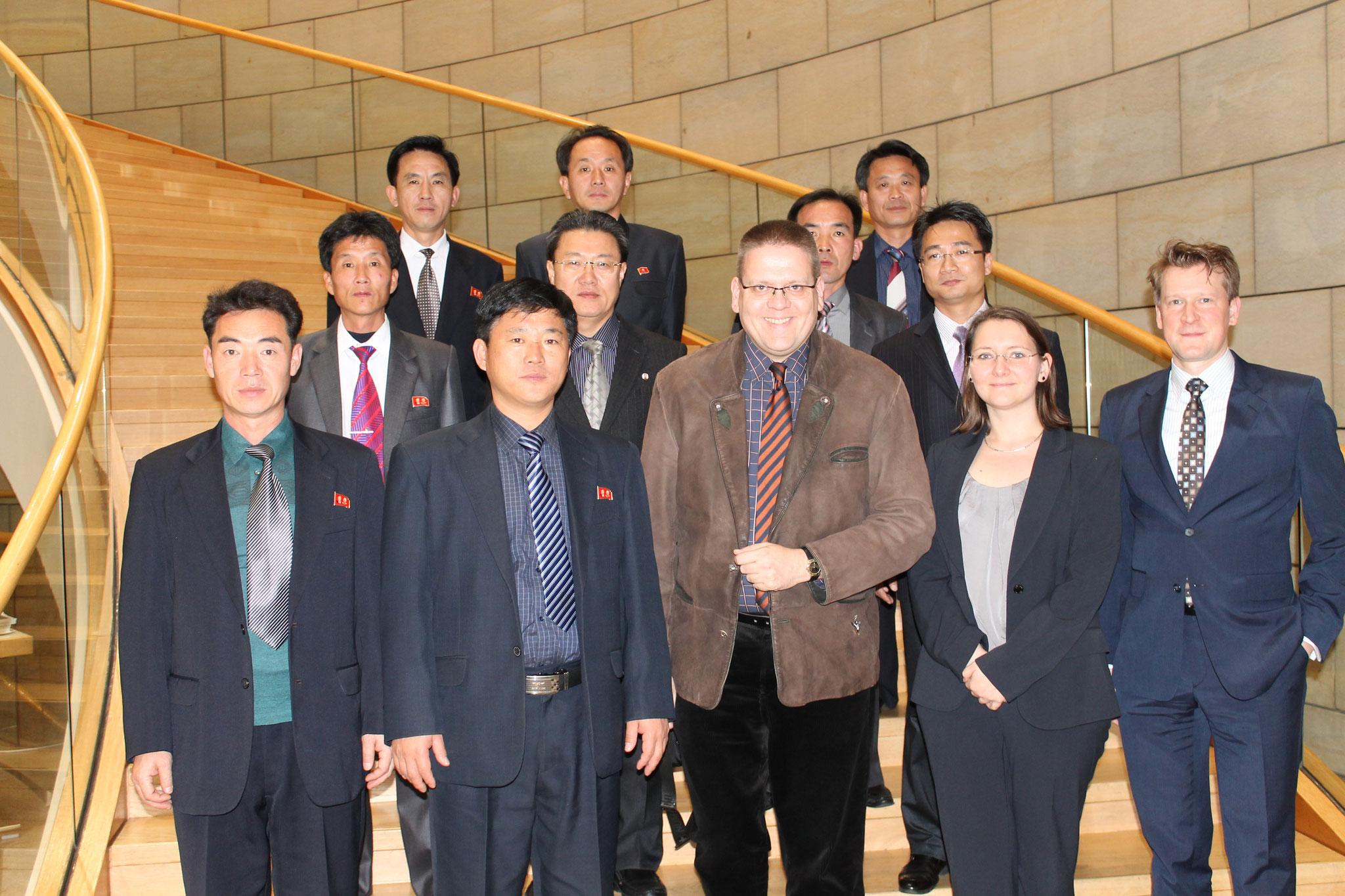 Gruppenbild im  Foyer des Landtags