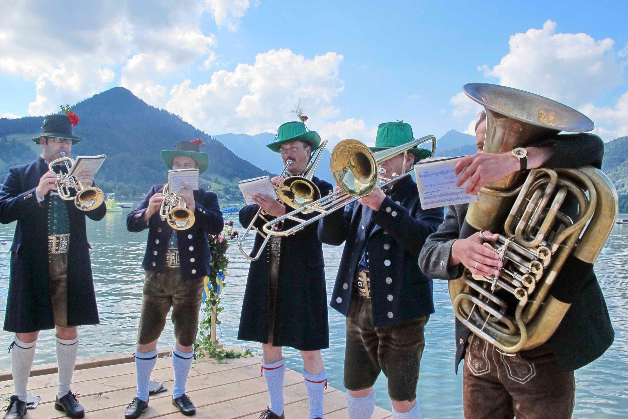 "musikalischer Empfang durch die ""Giesenbachklamm-Musi"""