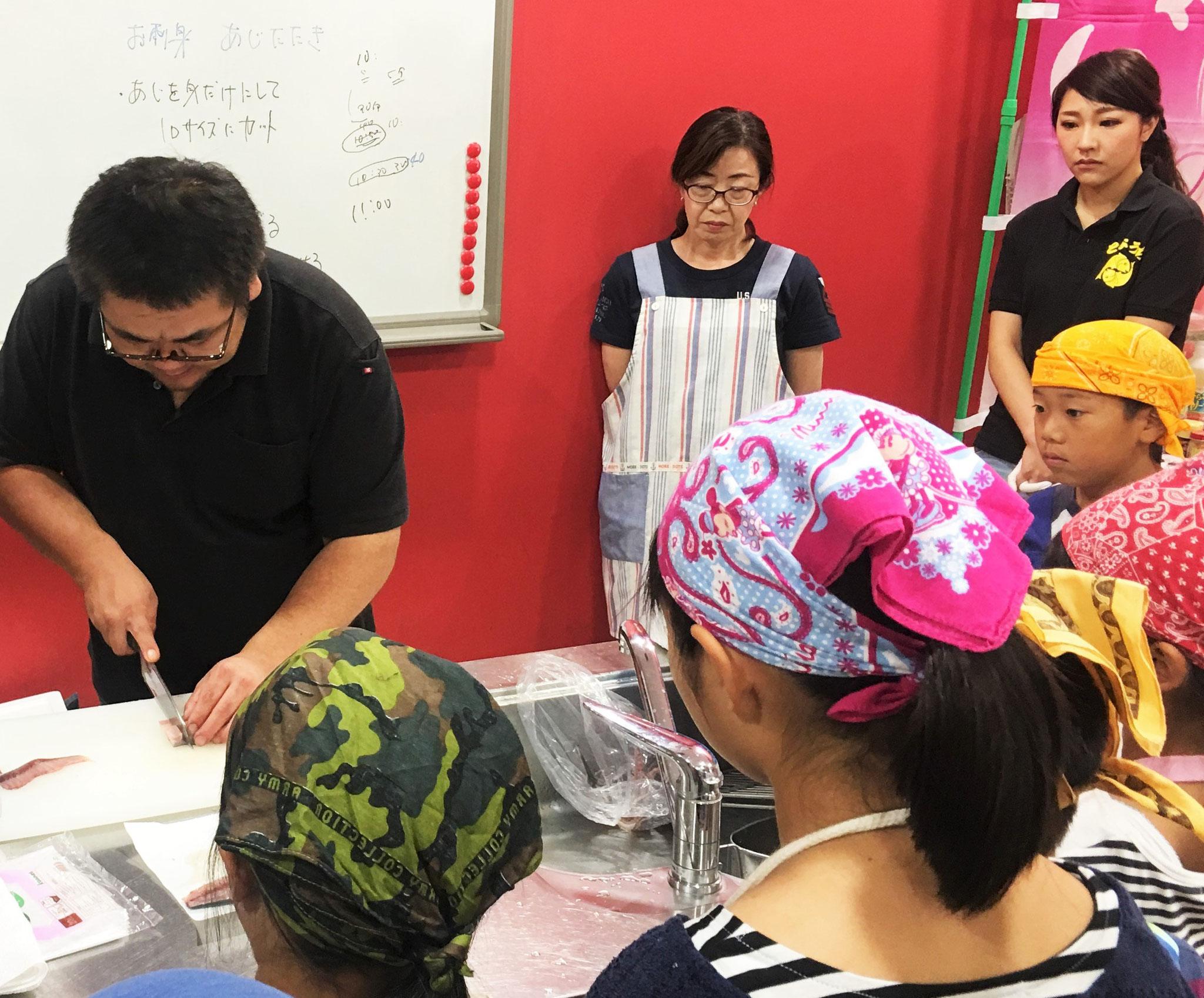 そして魚料理の伝道師!中村さんの奥様、さちこさん!(中央女性)