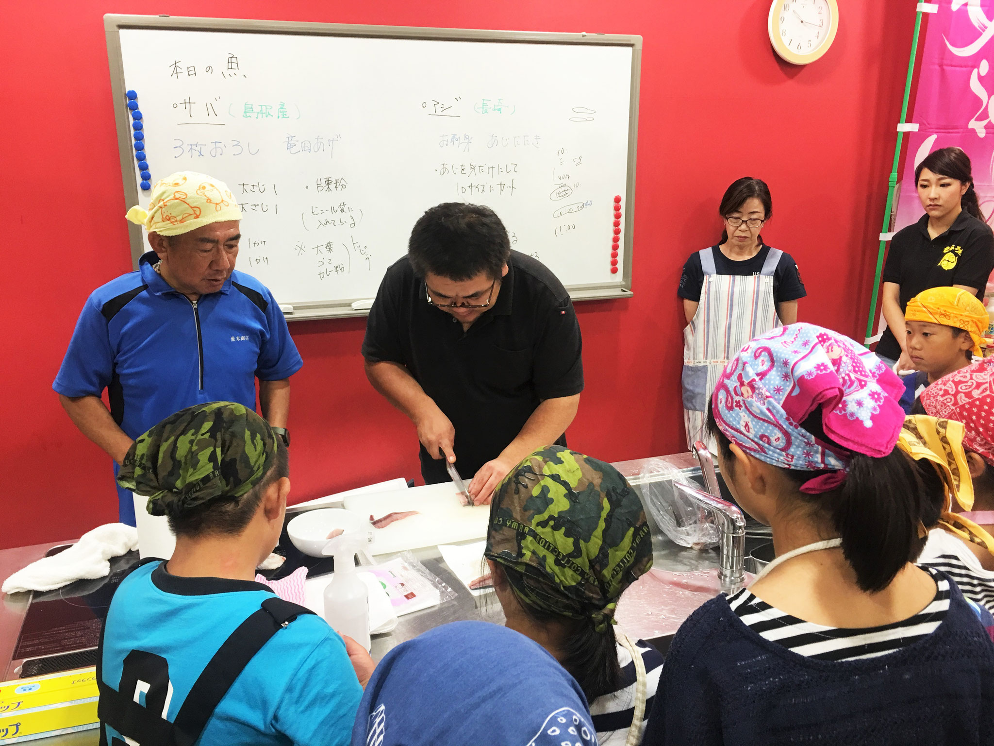 魚喜久商店、鈴木さんの実演見本!