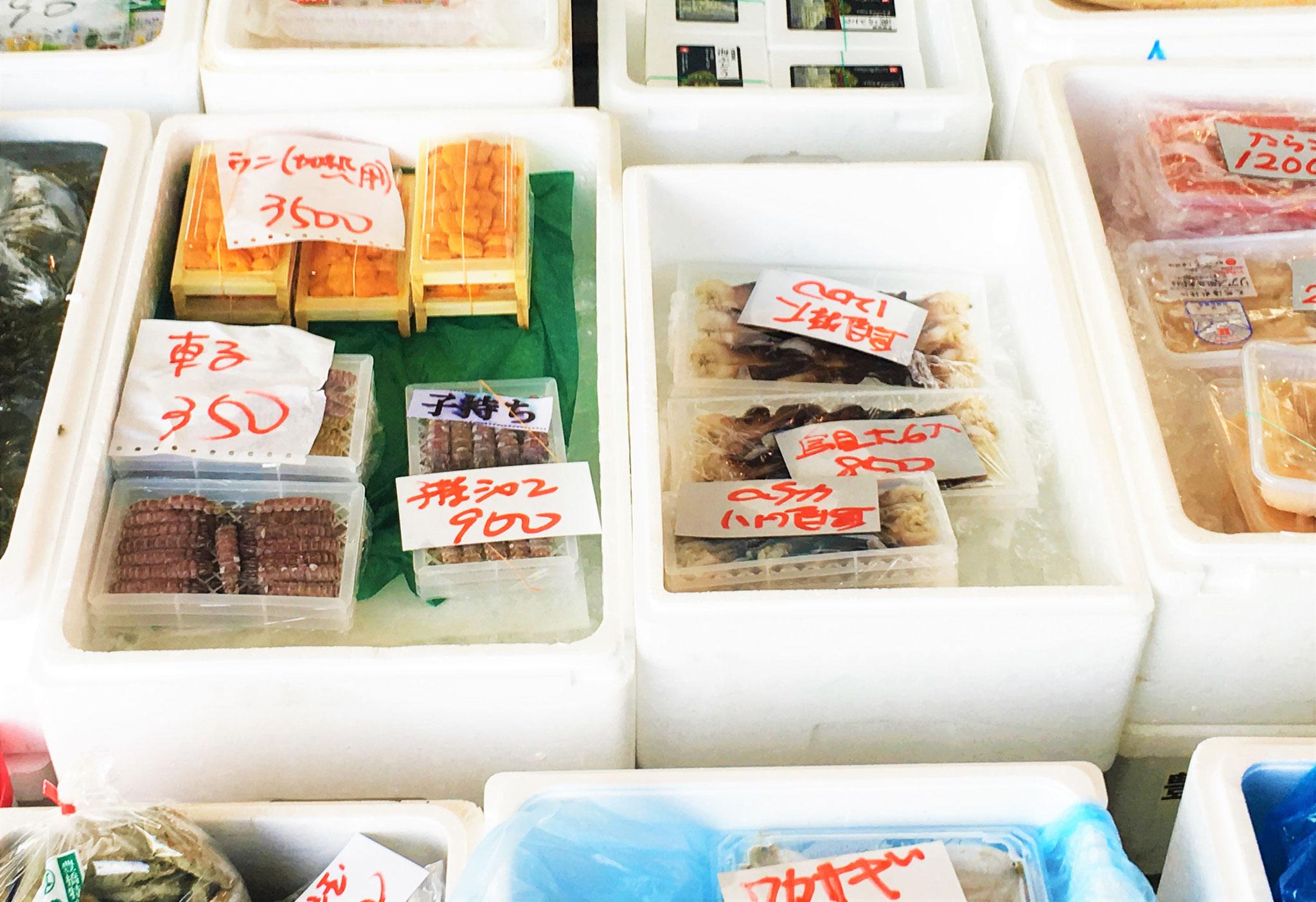 ウニや貝類など品数も豊富に取り揃えております!