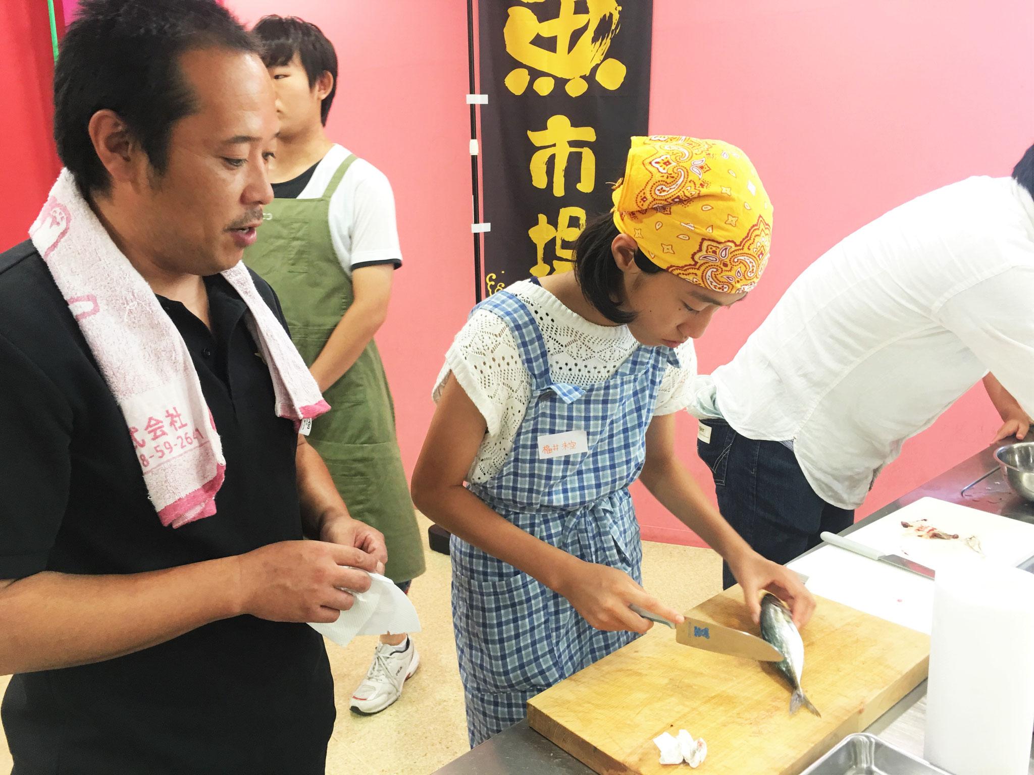 ヤマツ商店、伊藤さんより指導を受ける子供たち!
