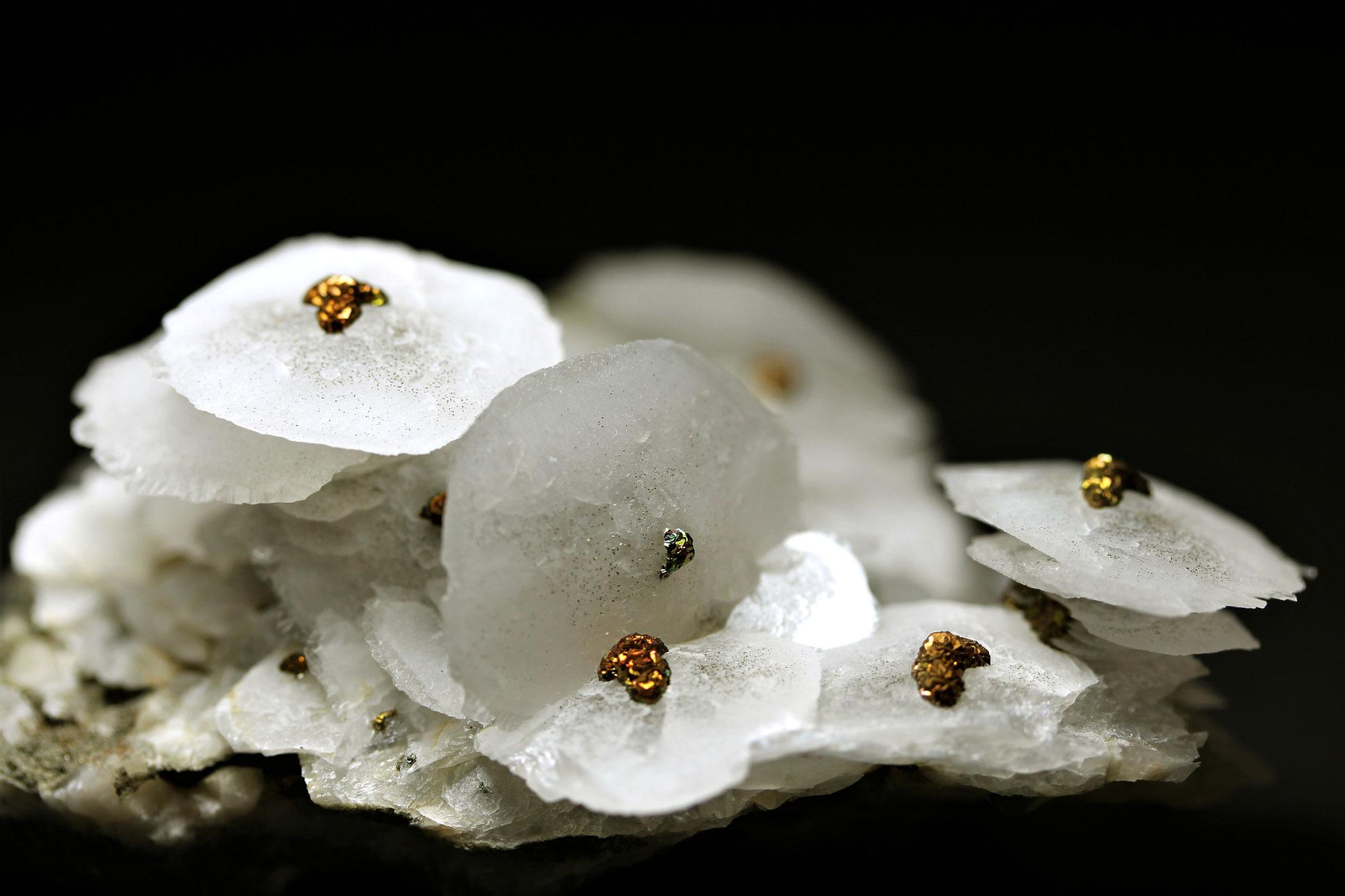 Calcit, Chalcopyrit - Xianghualing Mine, Chenzhou Prefecture, Hunan Province, China