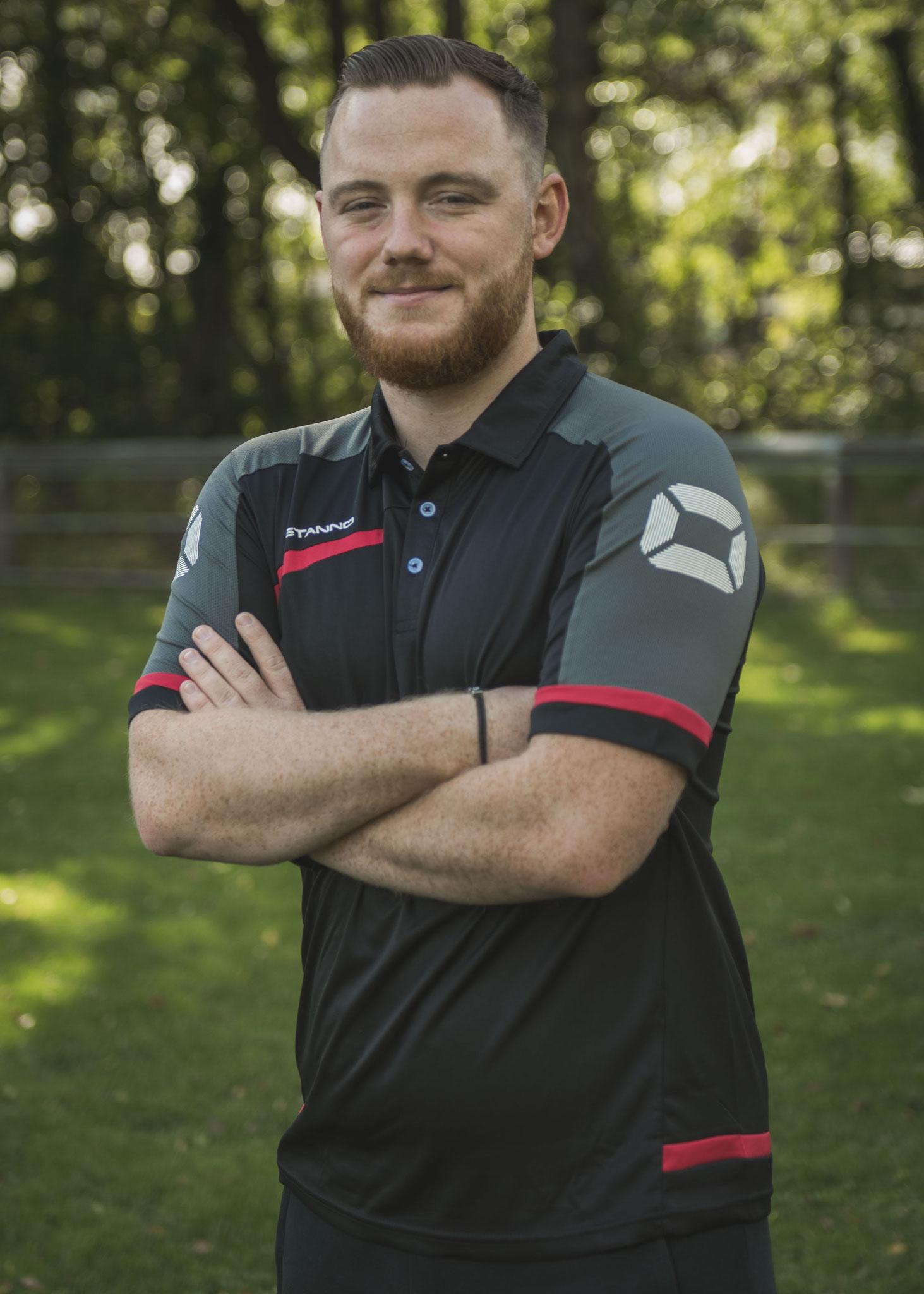 Pascal Witt, auch Witti, ist als Spieler gekommen und durch Verletzung außer Gefecht, jetzt Co-Trainer mit taktischem Verstand