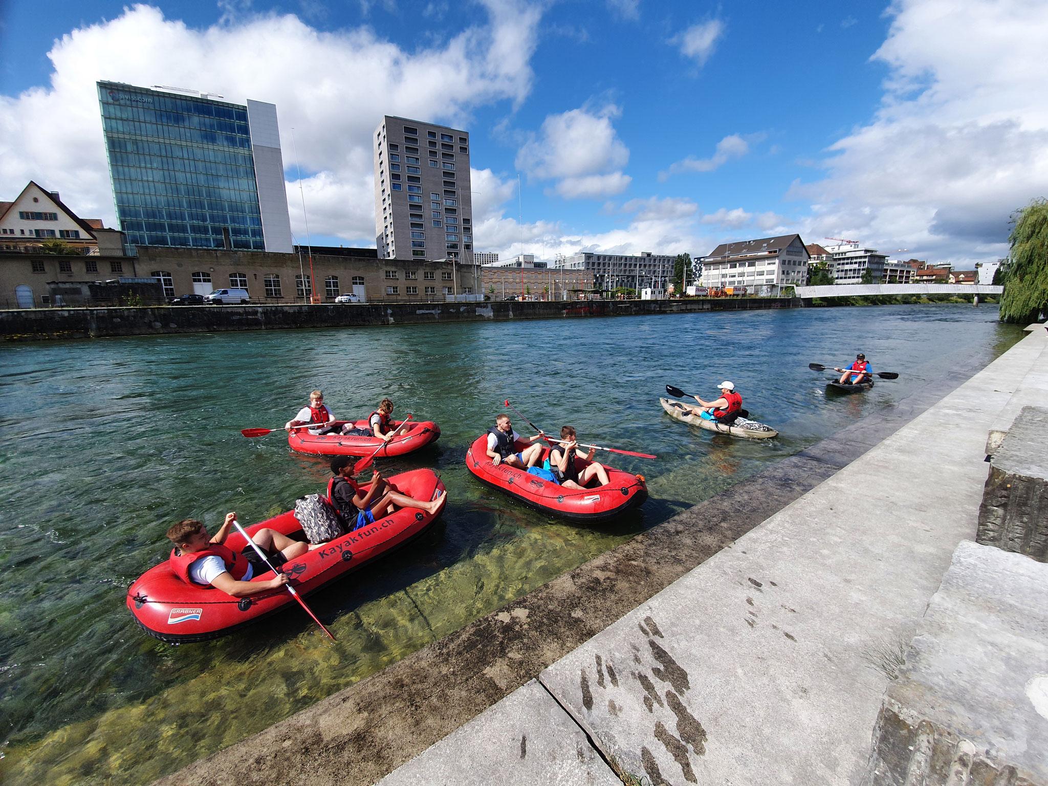 Team Event auf der Limmat mit Mini-Rafts