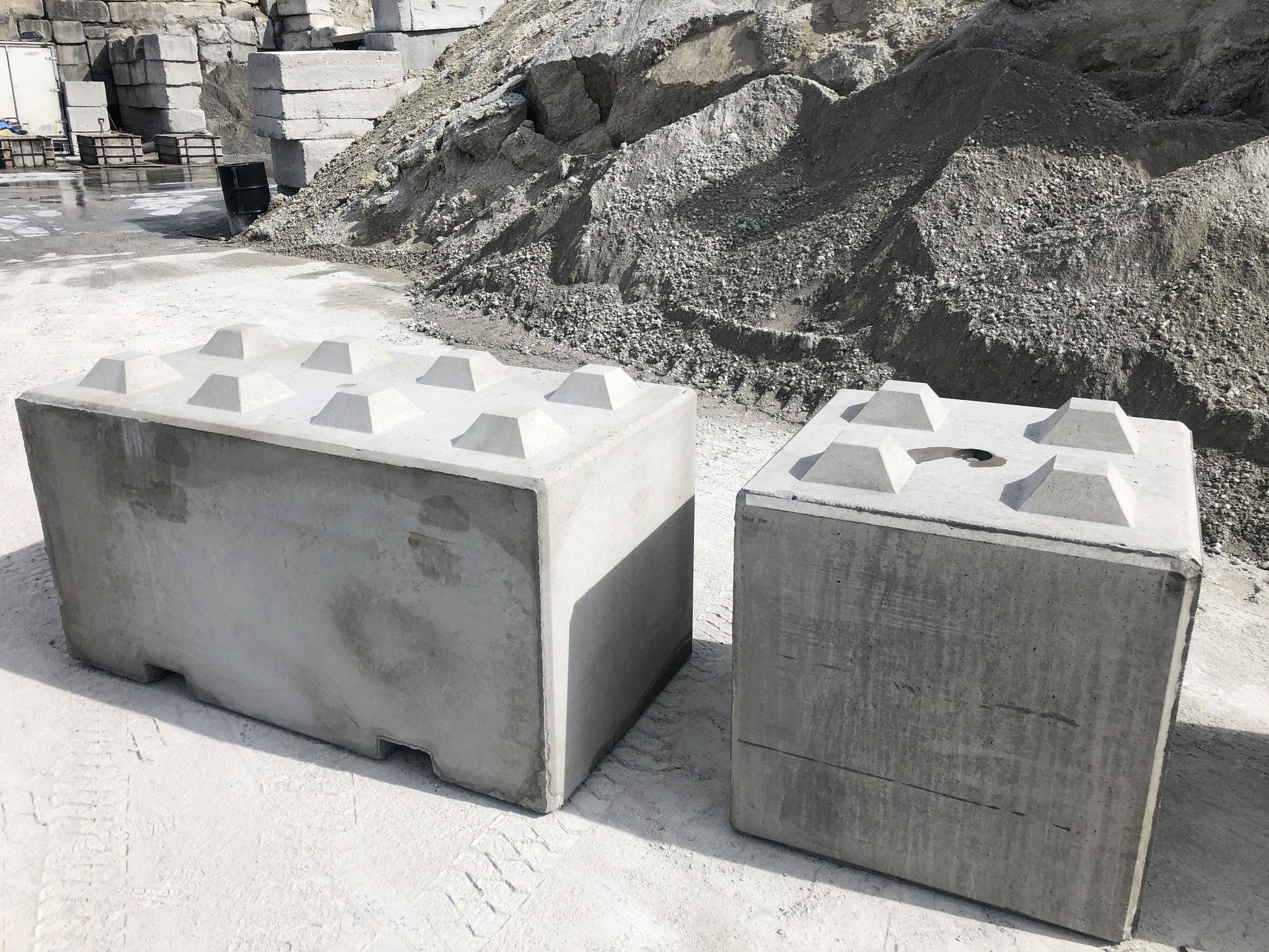 左が大きいブロック。右が小さいブロック。