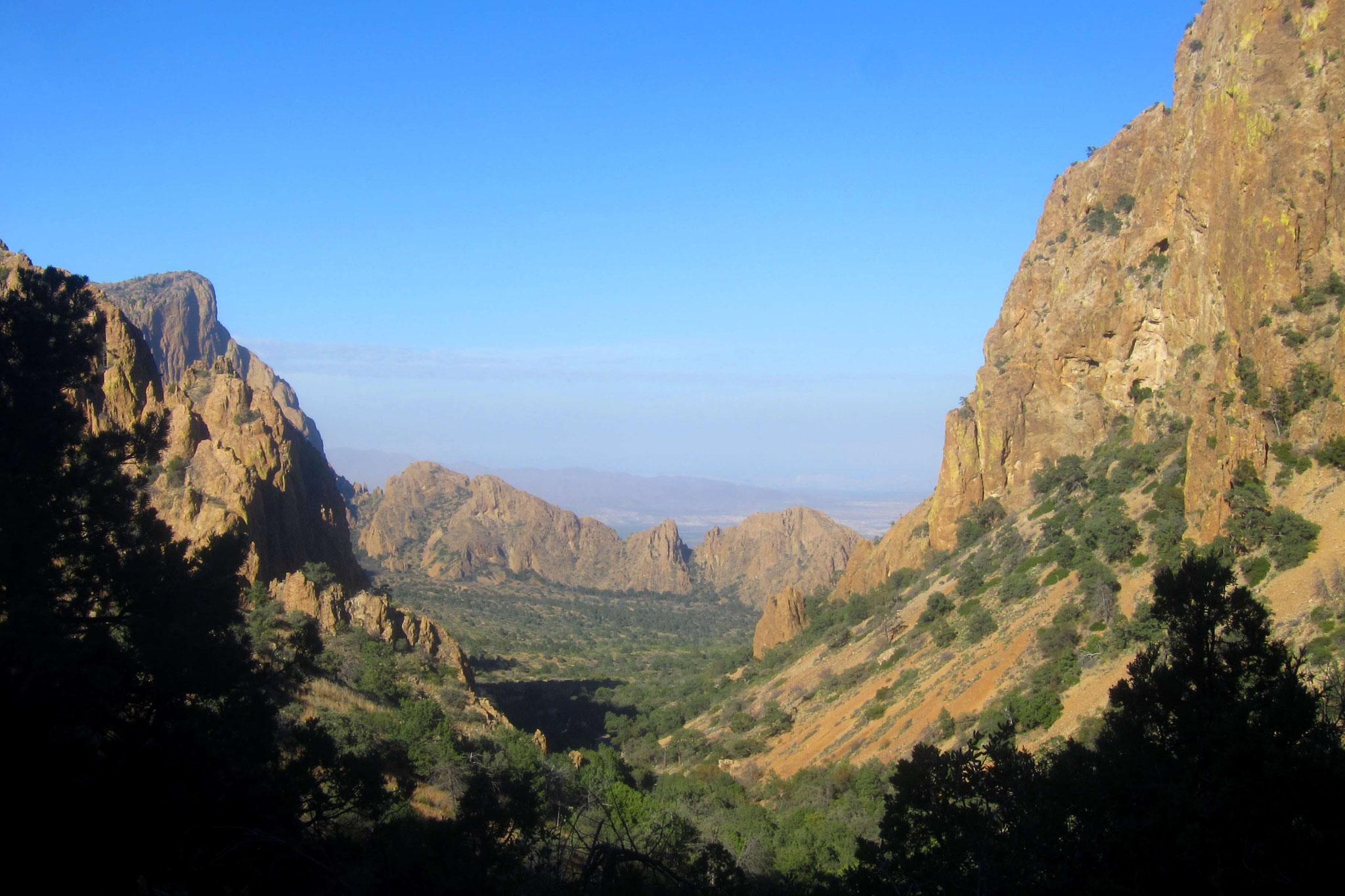 Blick hinunter in den Chisos Basin Richtung Besucherzentrum