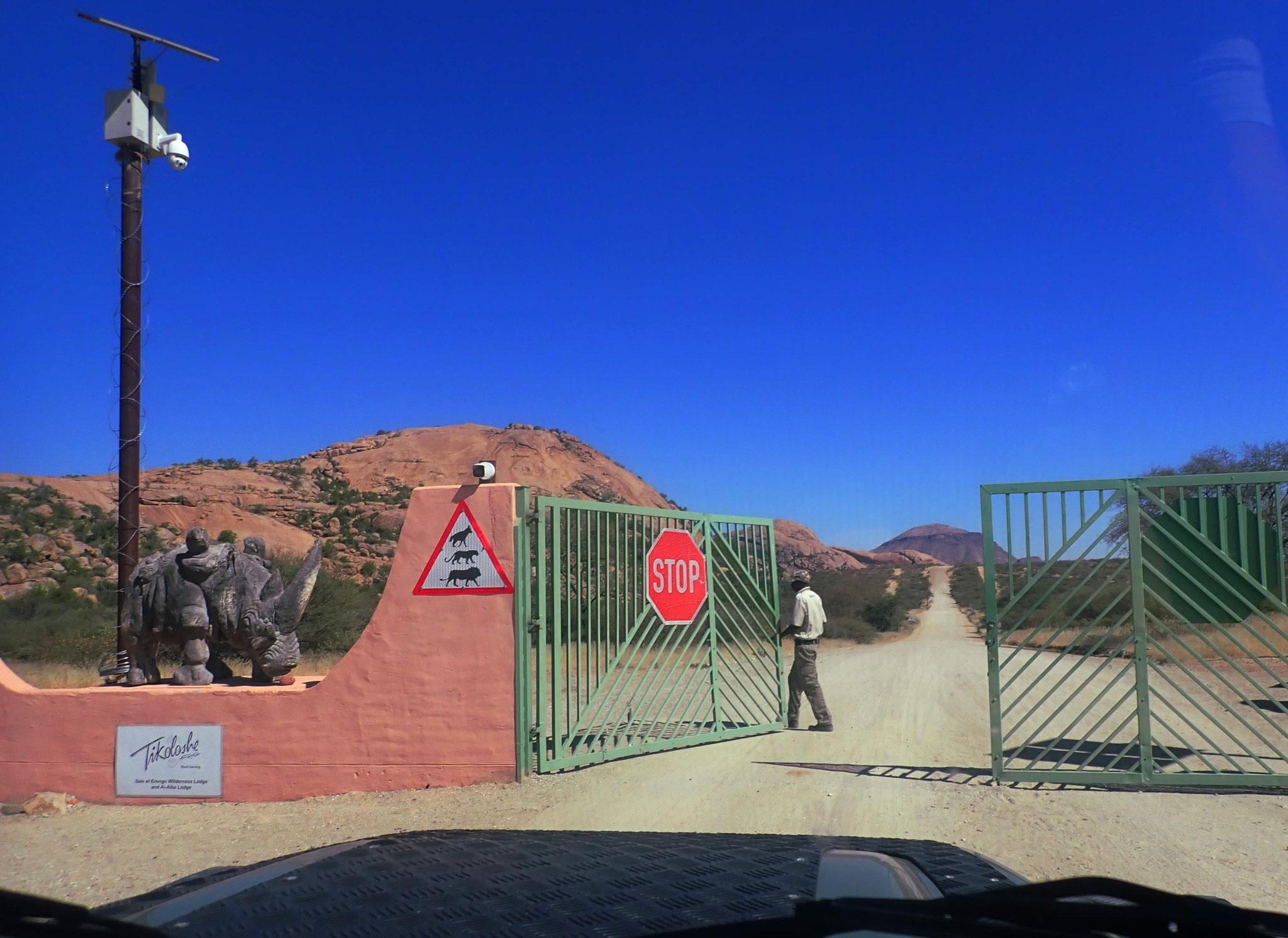 Einfahrt ins nördliche Erongogebiet (von Omaruru zur Omandumba-Farm)