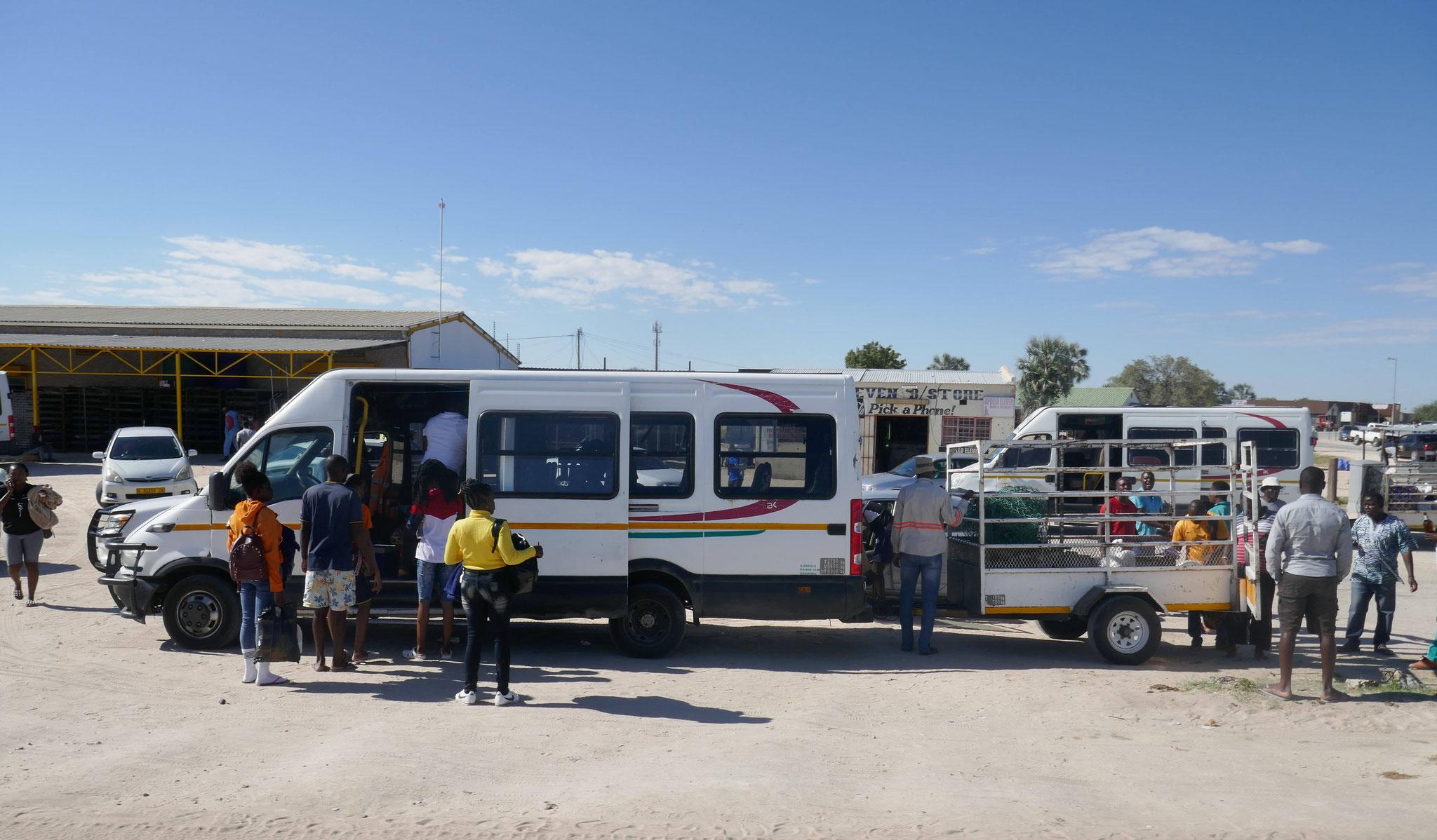 Überland-Transport für die Einheimischen