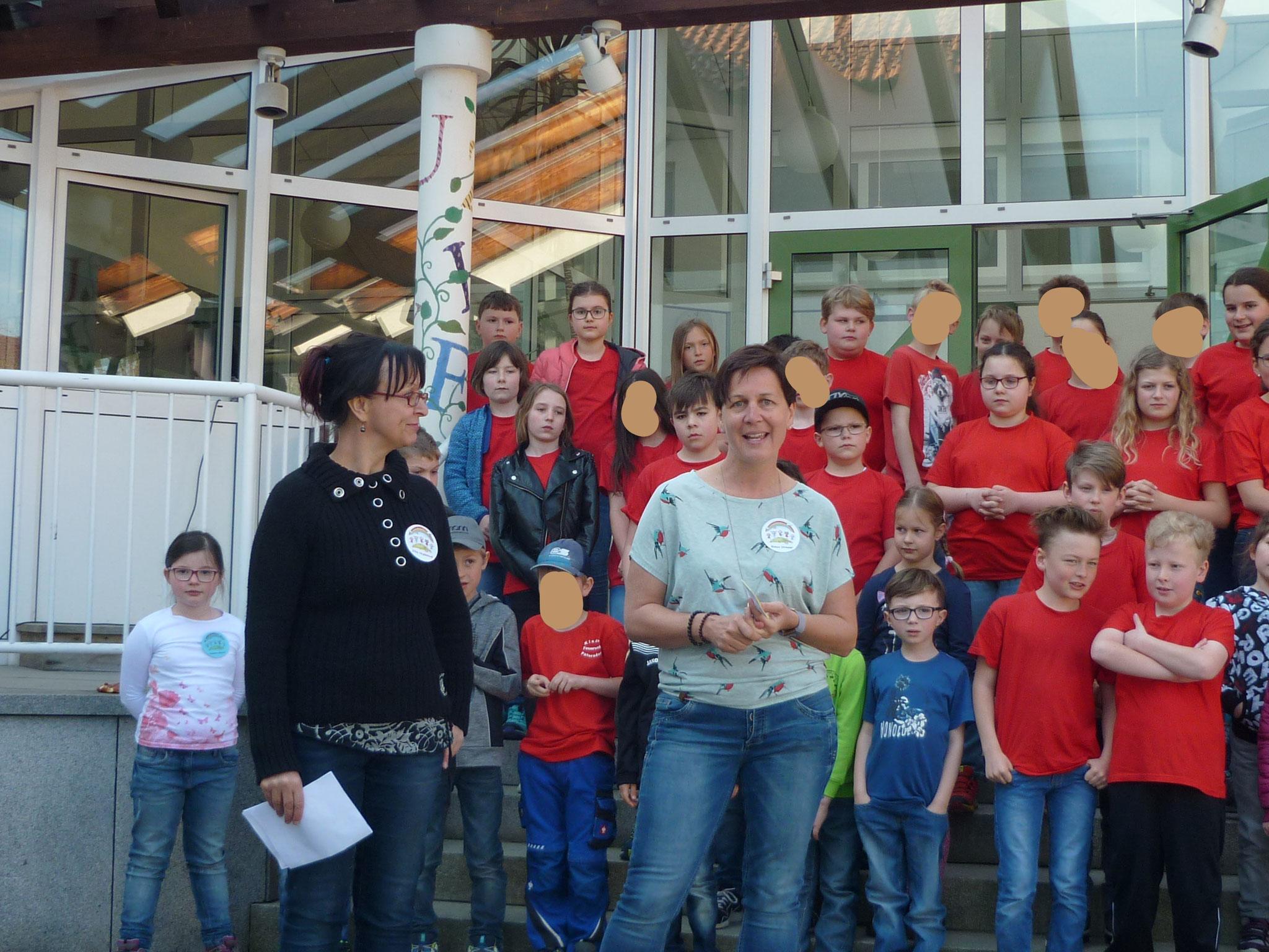 Zweisprachige Begrüßung der Gäste durch Frau Dirmaier