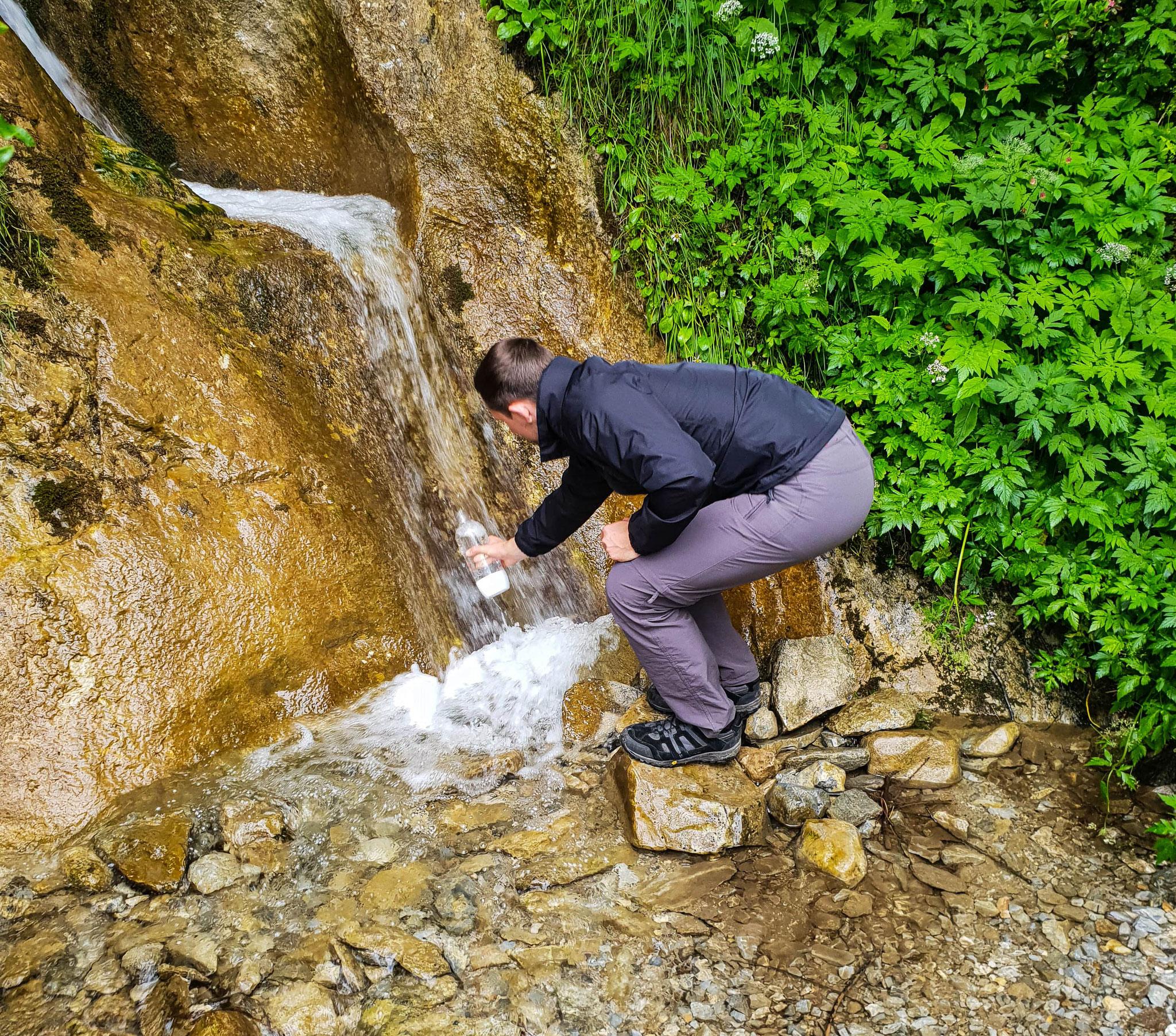 Kristallklares Schmelzwasser vom Hintertuxer Gletscher