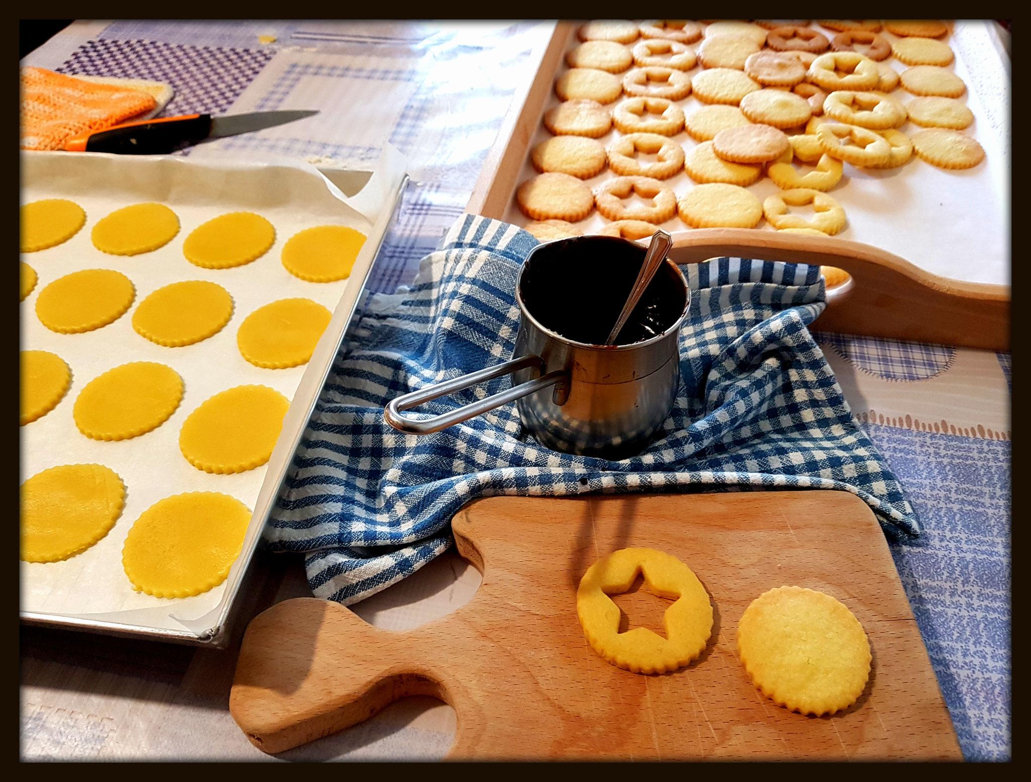 Biscotti di pasta frolla con cioccolato al Genepy