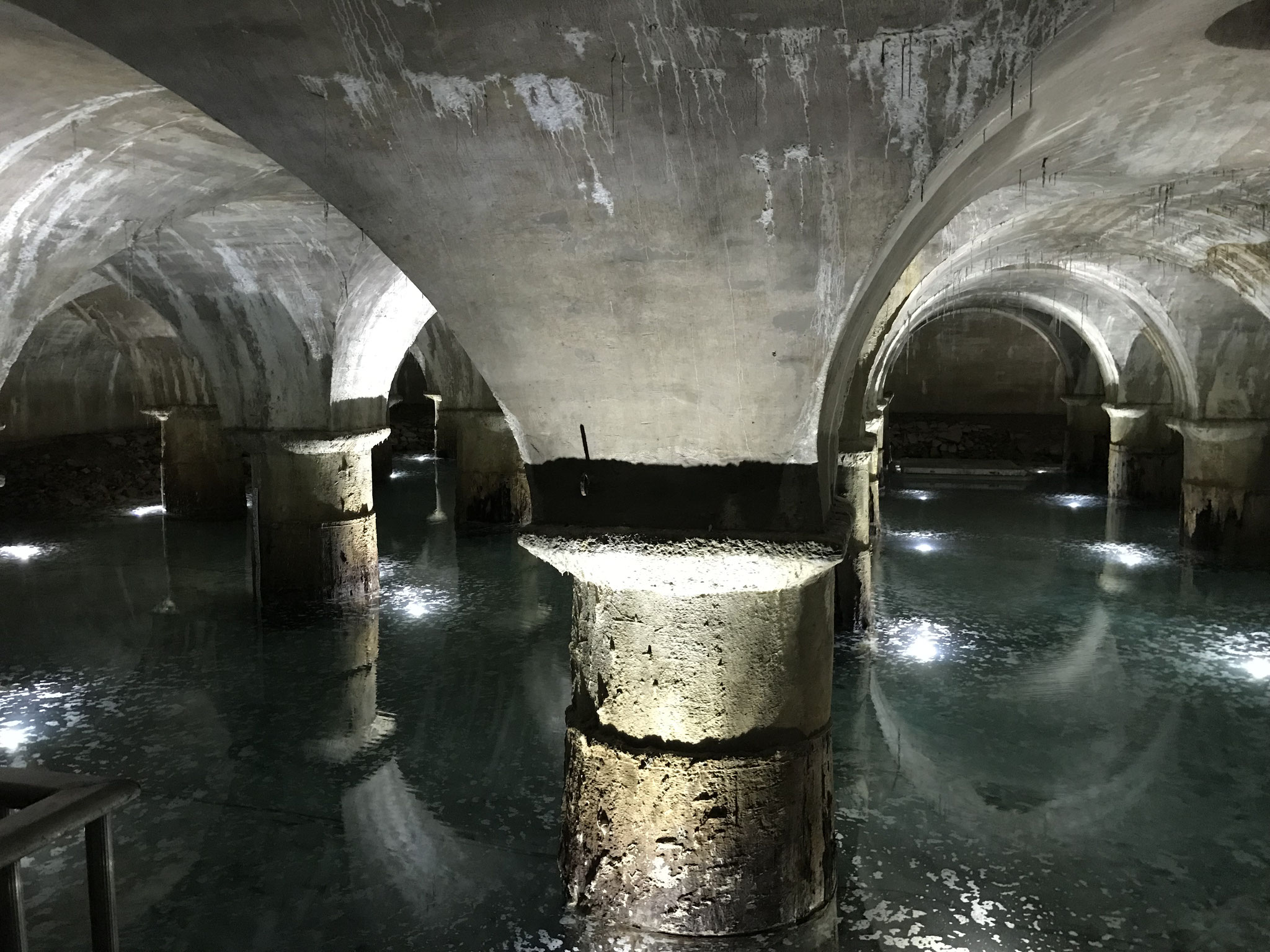 Bassins filtrants et usine des eaux de Saint Clair (Photo L. Stevens)