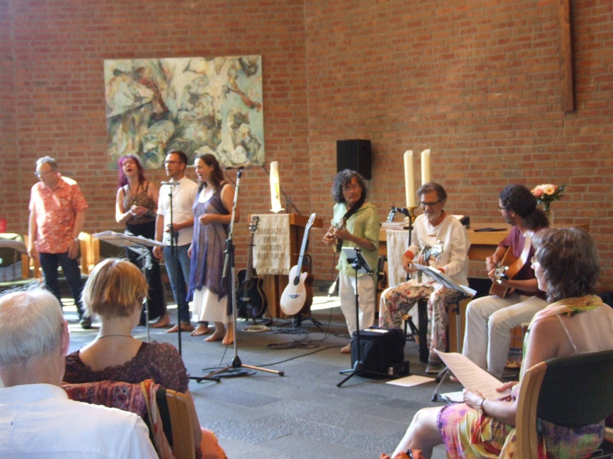 mit der Vocal-Sektion: Simone Reifegerste, Benjamin Penna & Anke Bolz