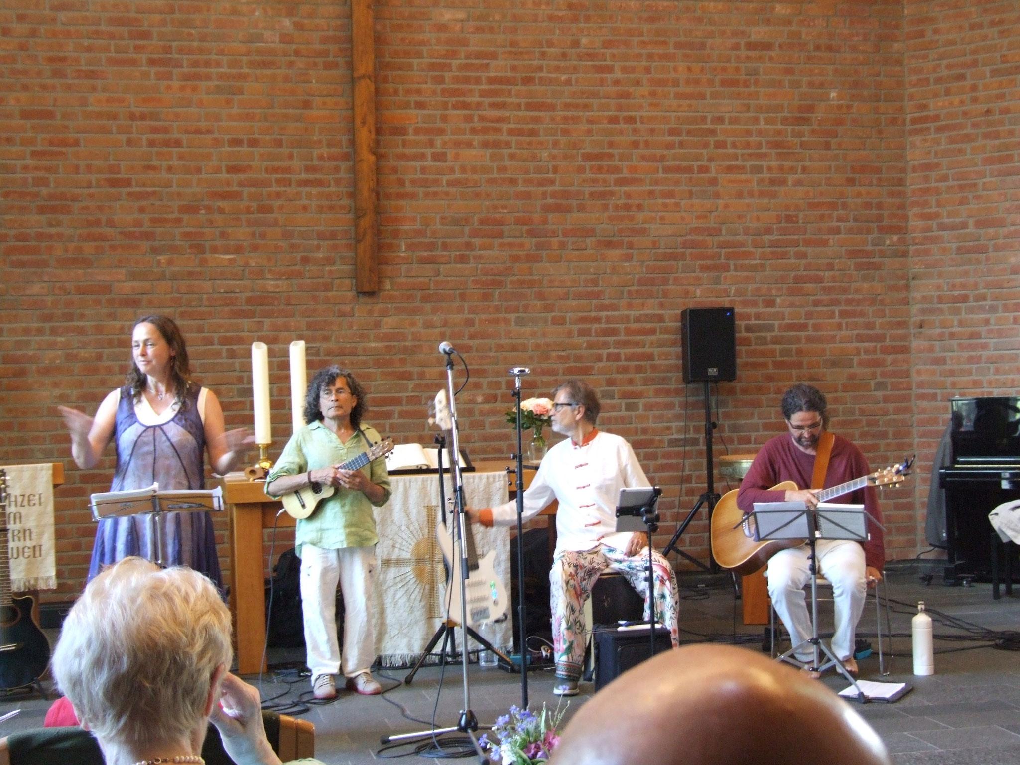 die Instrumentalisten der Street Band: Juan Mesa, Urs Fuchs und Mikesn Lücker