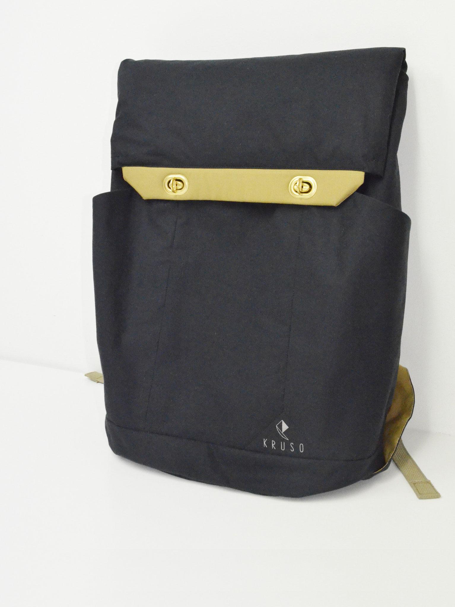 Drei Außentaschen für Regenschirm, Fahrradschloss und Wasserflasche