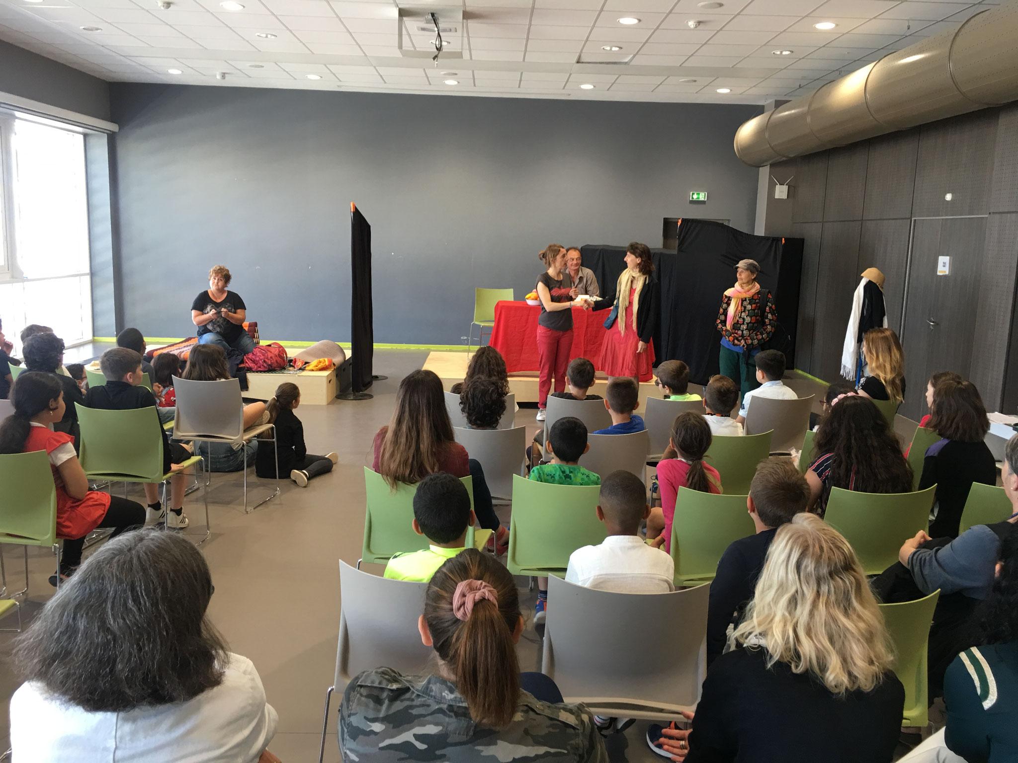 Theâtre-forum sur les jeux vidéos à l'Institut St Pierre - juin 2019
