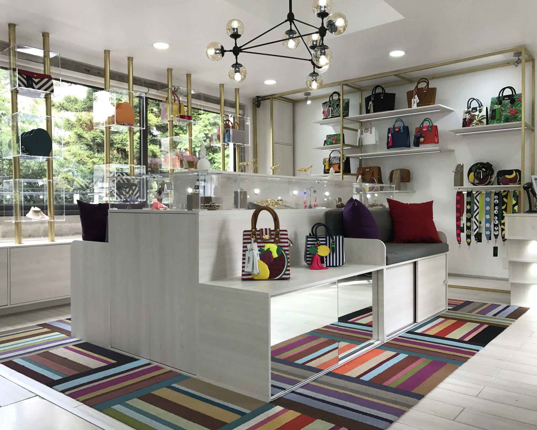 En Claire Concepto nos especializamos en diseño de mobiliario personalizado, para sacar provecho de hasta al último centímetro de tu espacio.