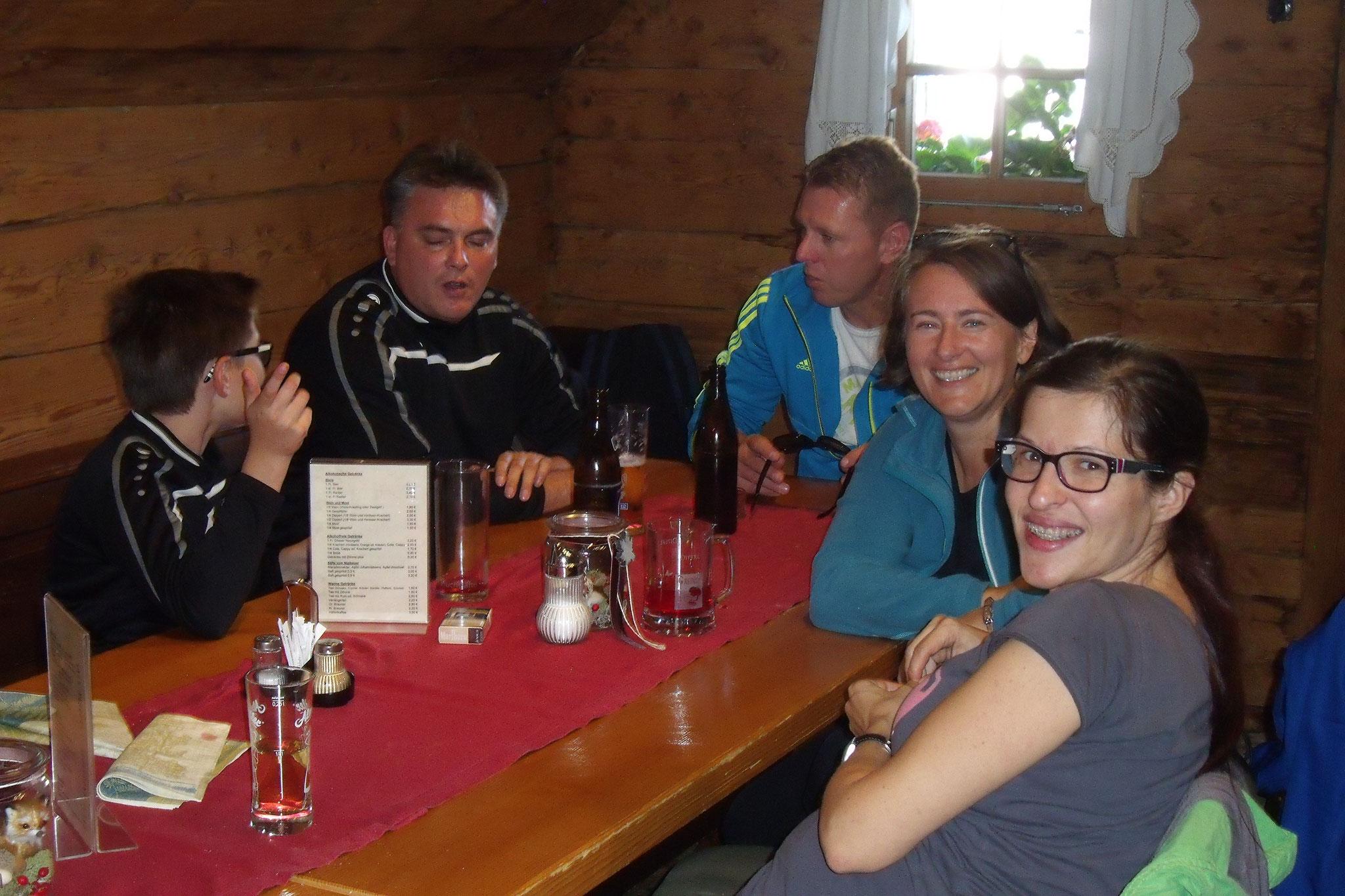 Zu Mittag in der Eibisberghütte