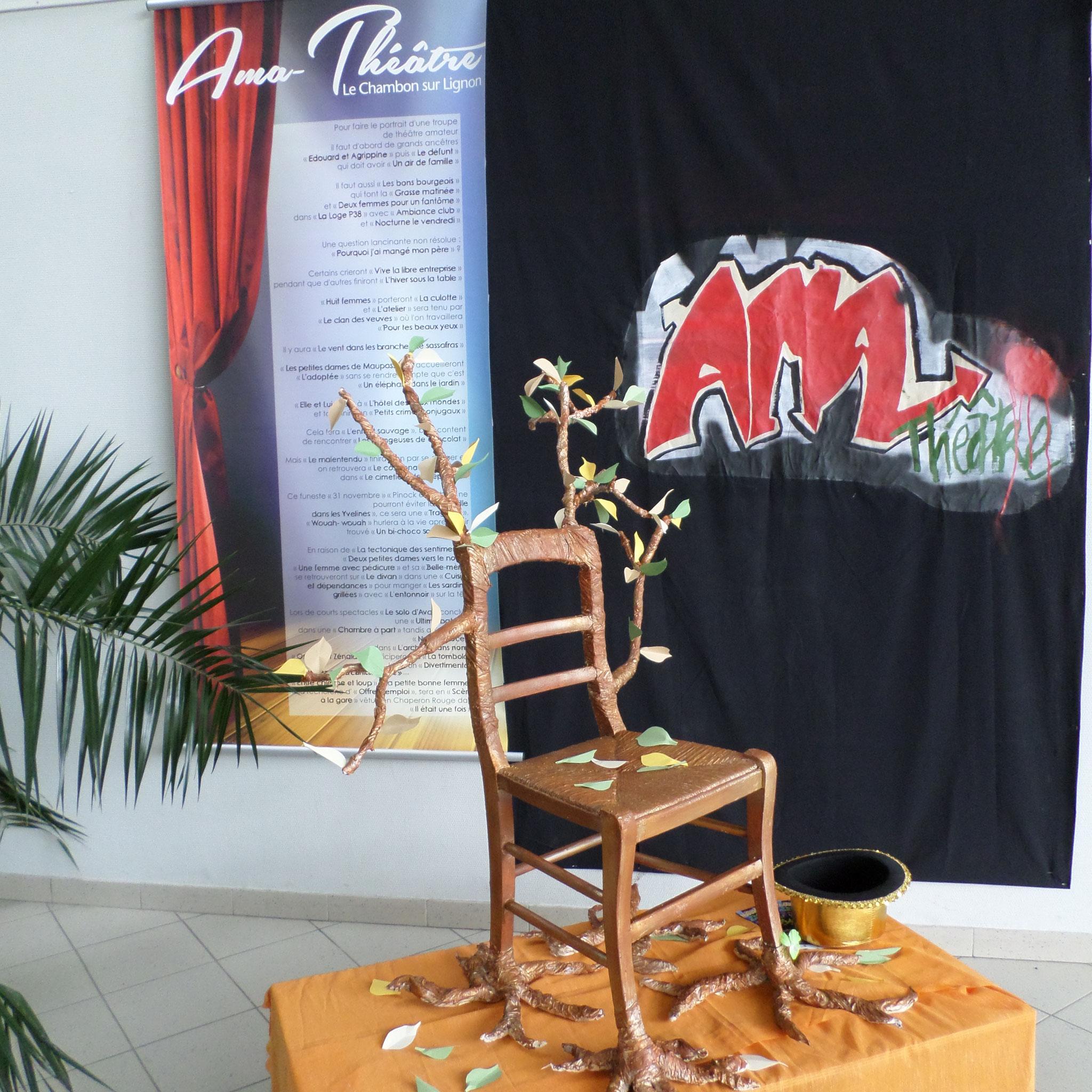Créations: chaise/Djamila Lhote et Tag/Tini Chouvenc
