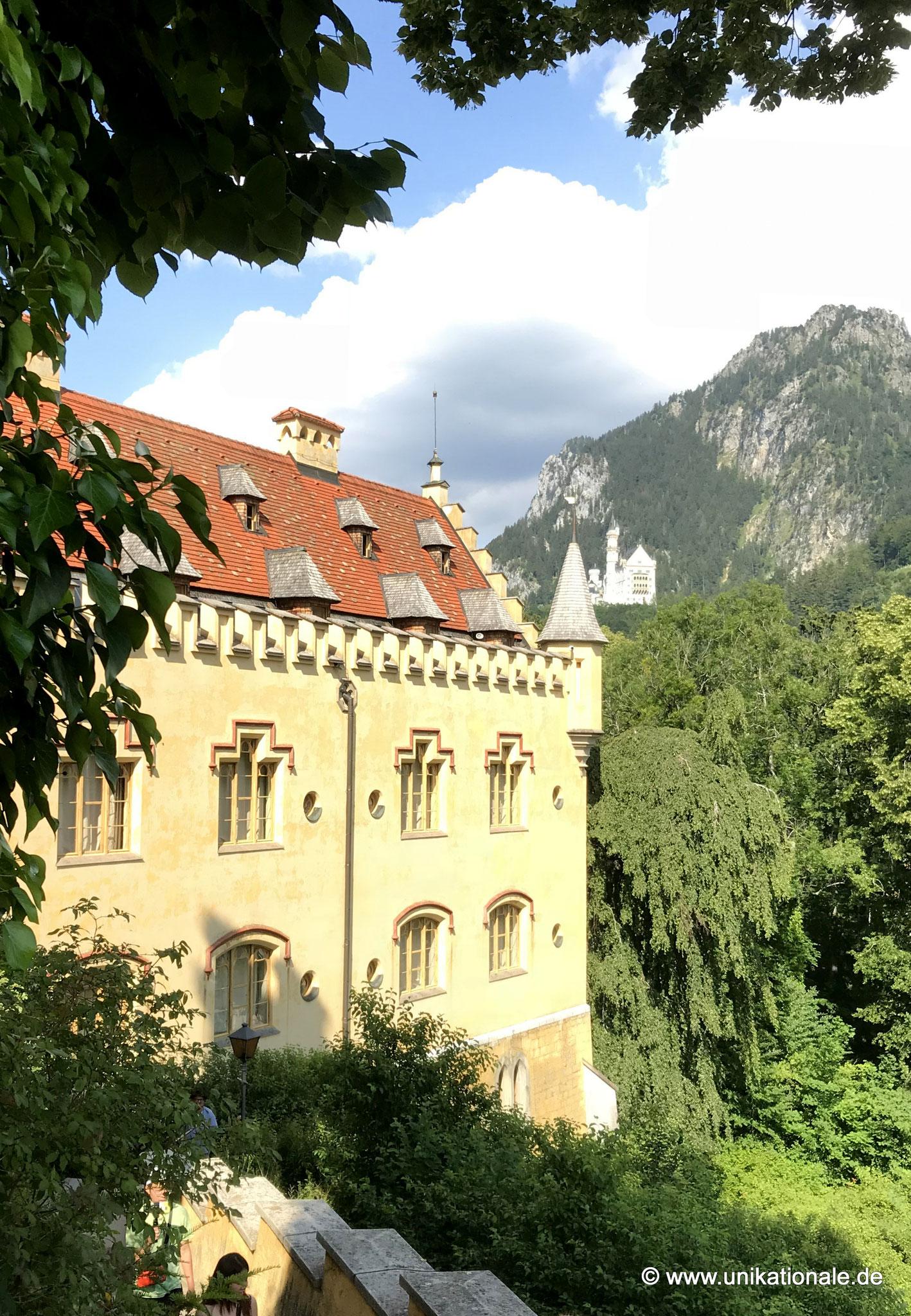 Hohenschwangau, im Hintergrund Neuschwanstein
