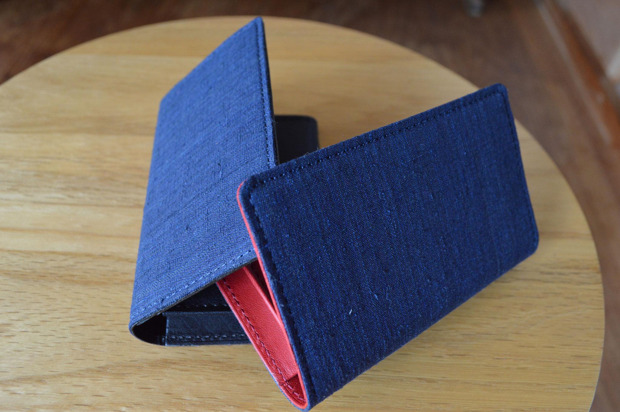 本藍黒染め名刺入れを新しく加えました。