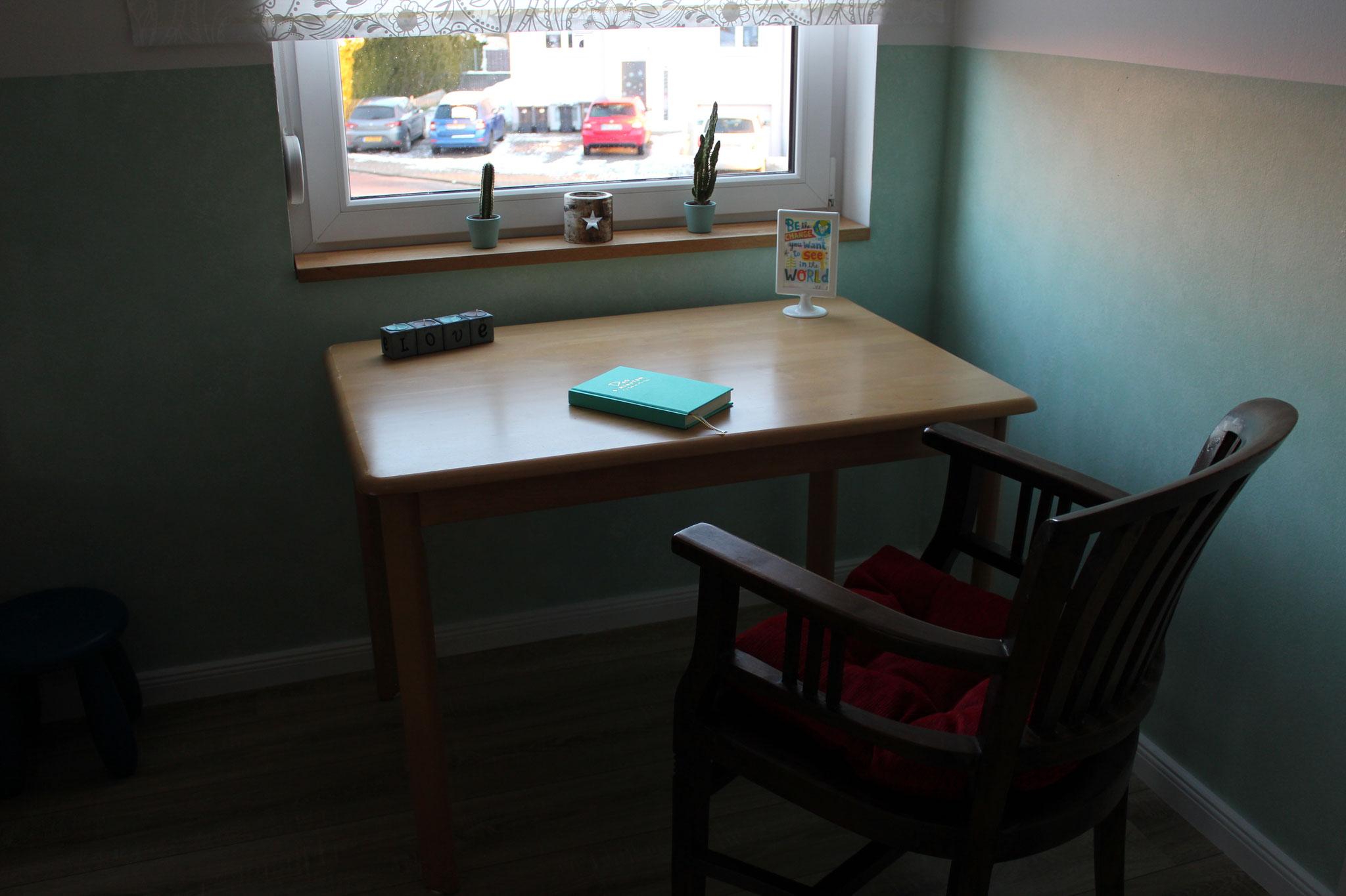Schreibtisch direkt am Fenster