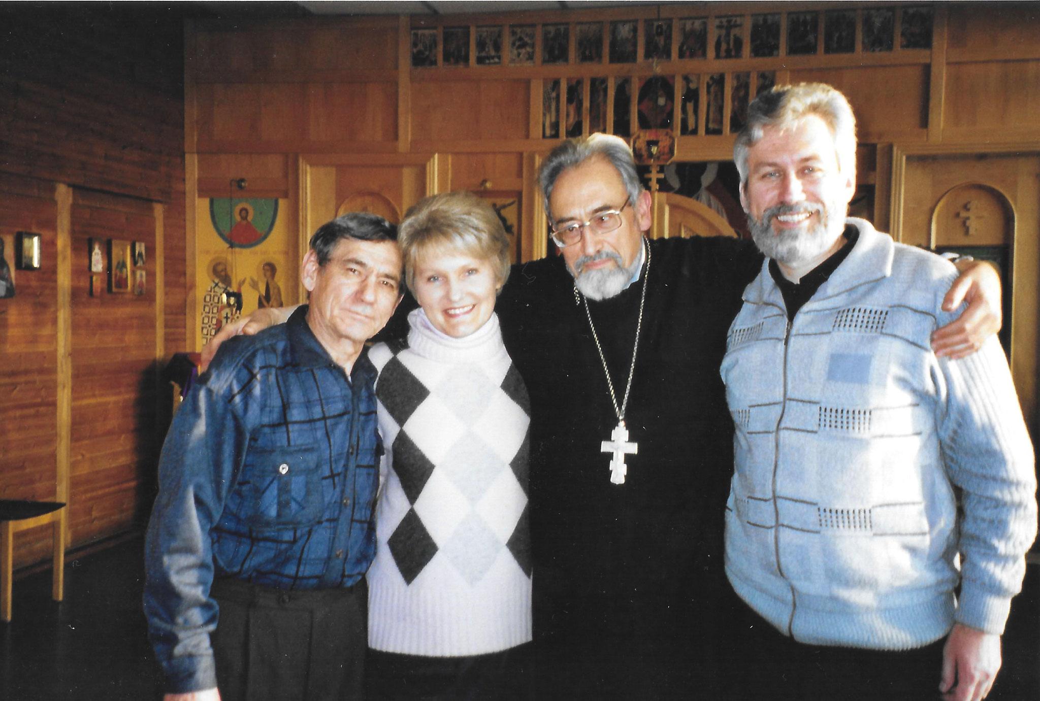 Прихожане вместе с иереем Павлом Зонле, 2005 год