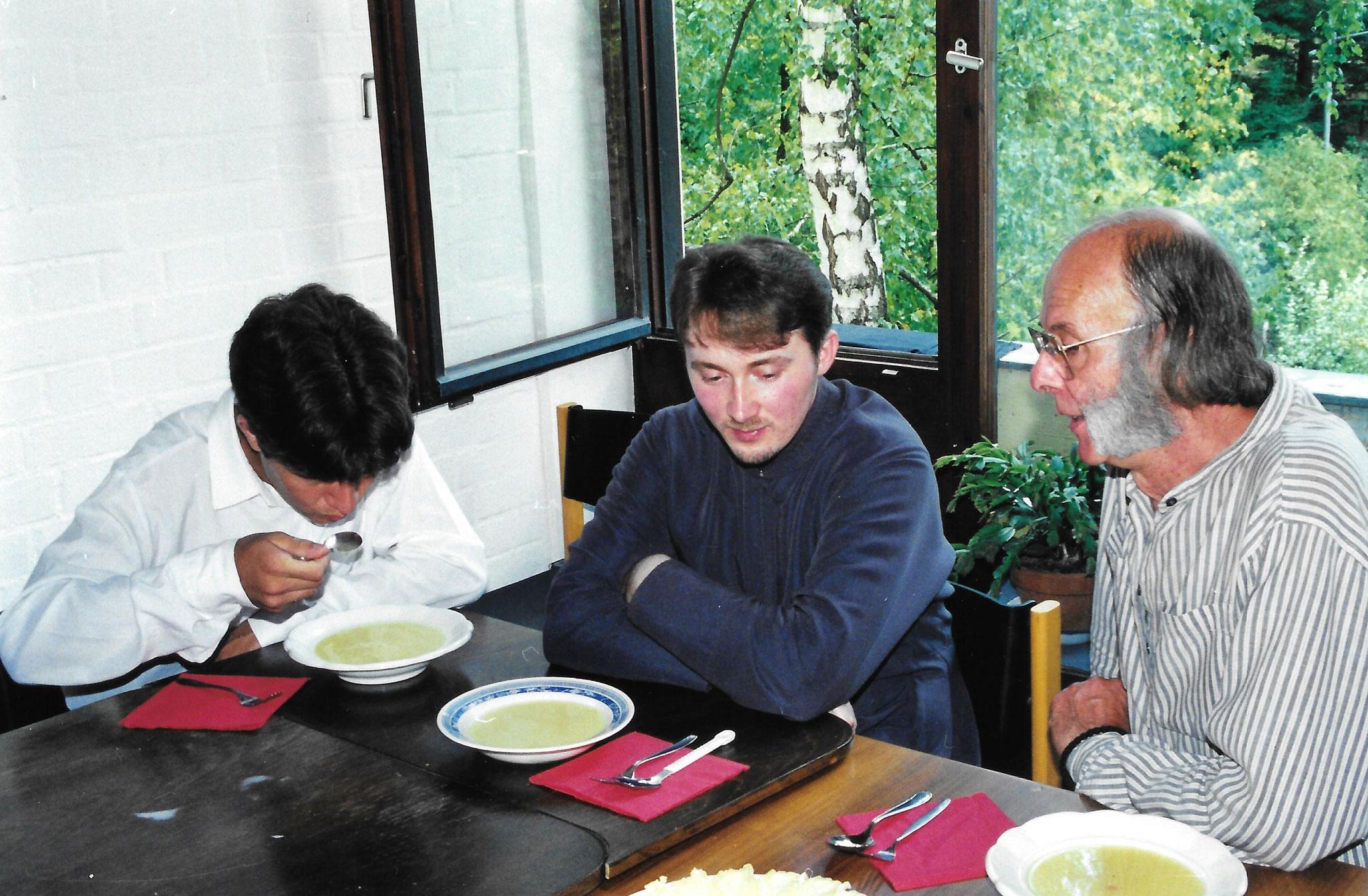 Игумен Андрей (Готтфрид) беседует со старостой прихода Сергиусом Реттером, 1999 год