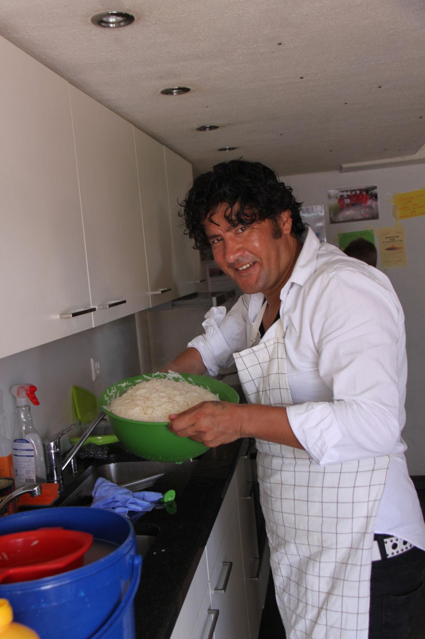 .... in der Küche herrscht Grossbetrieb ....
