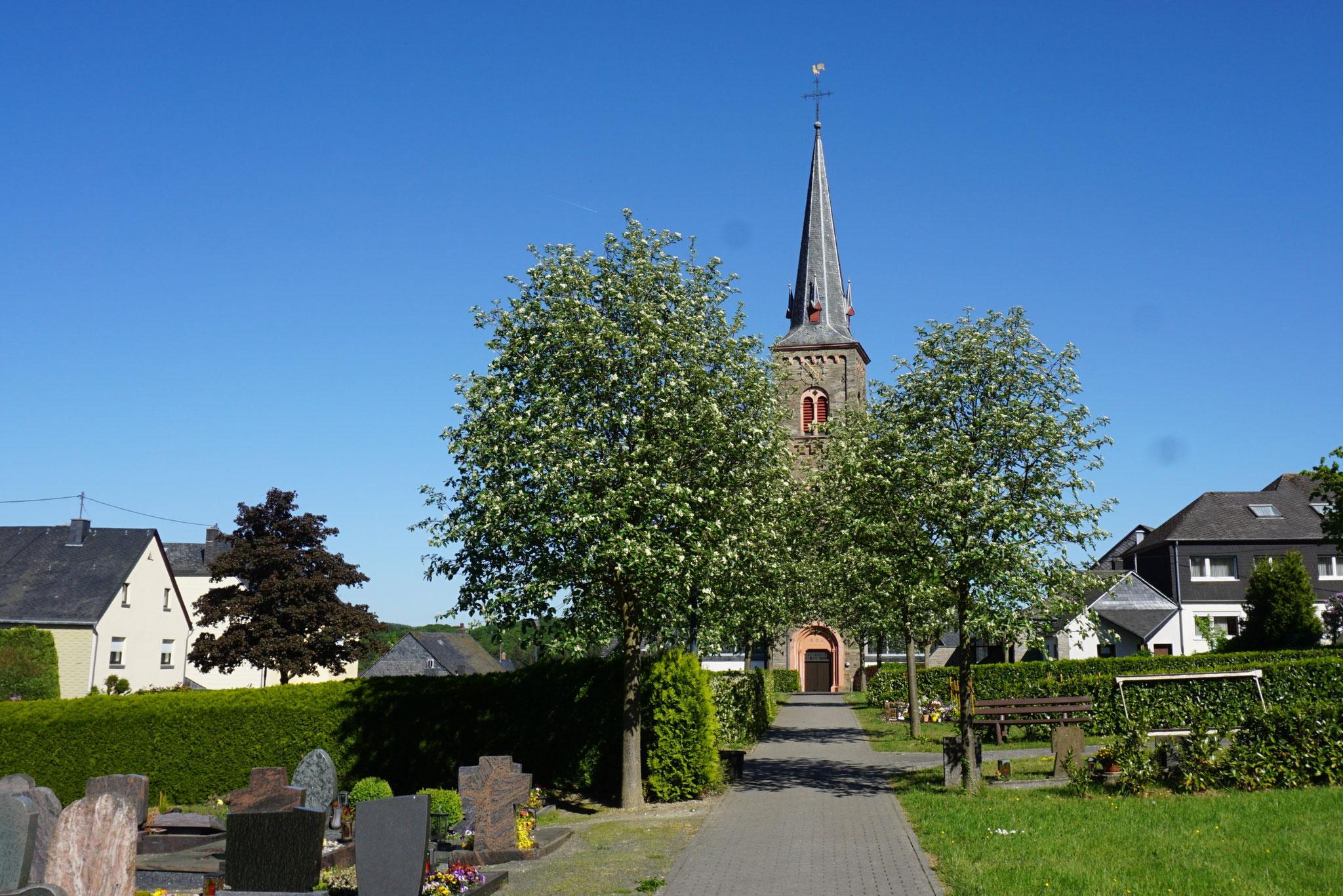 St.-Andreas-Kirche mit Friedhof