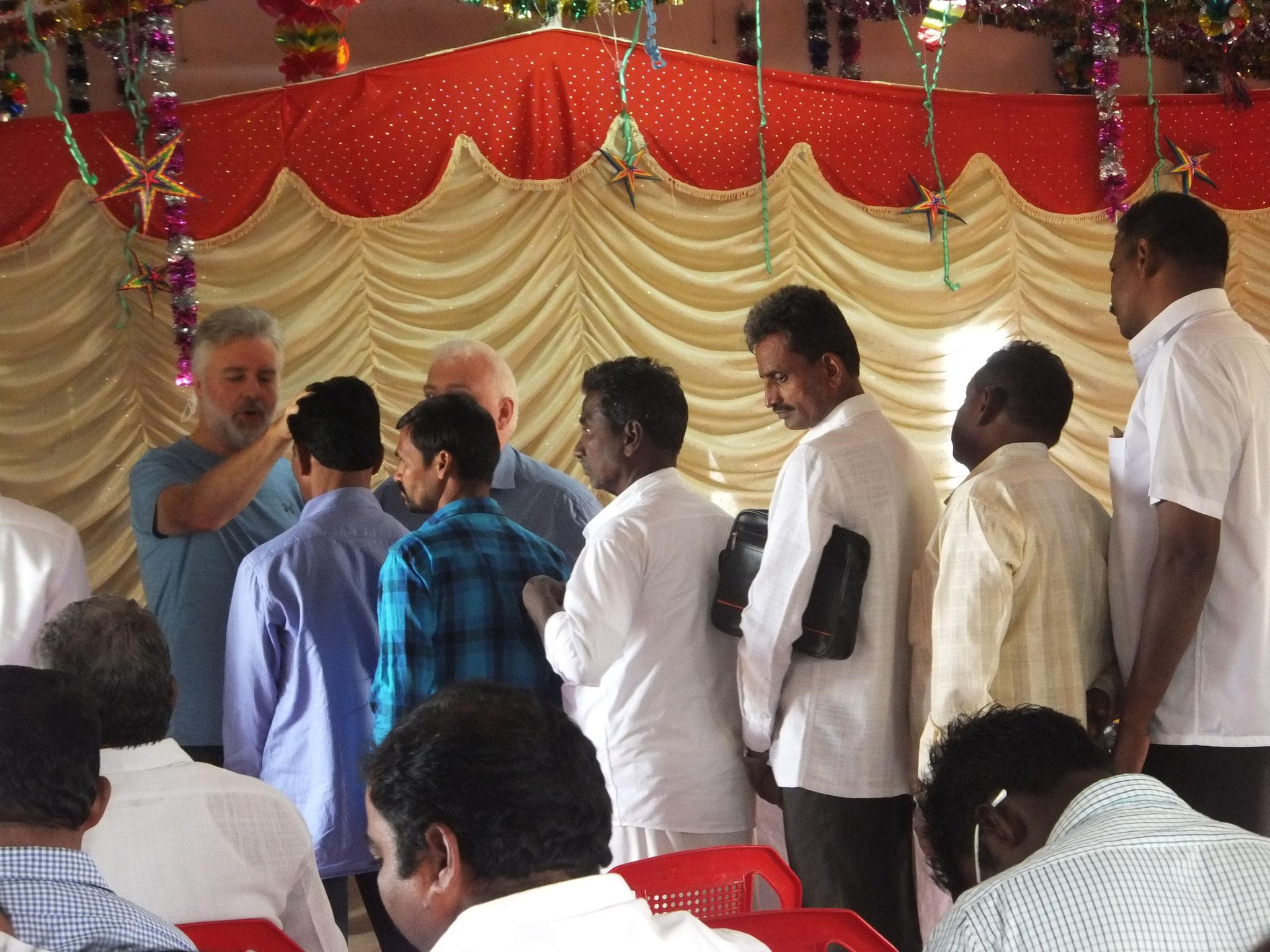 Segnungsgebet für die indischen Pastoren