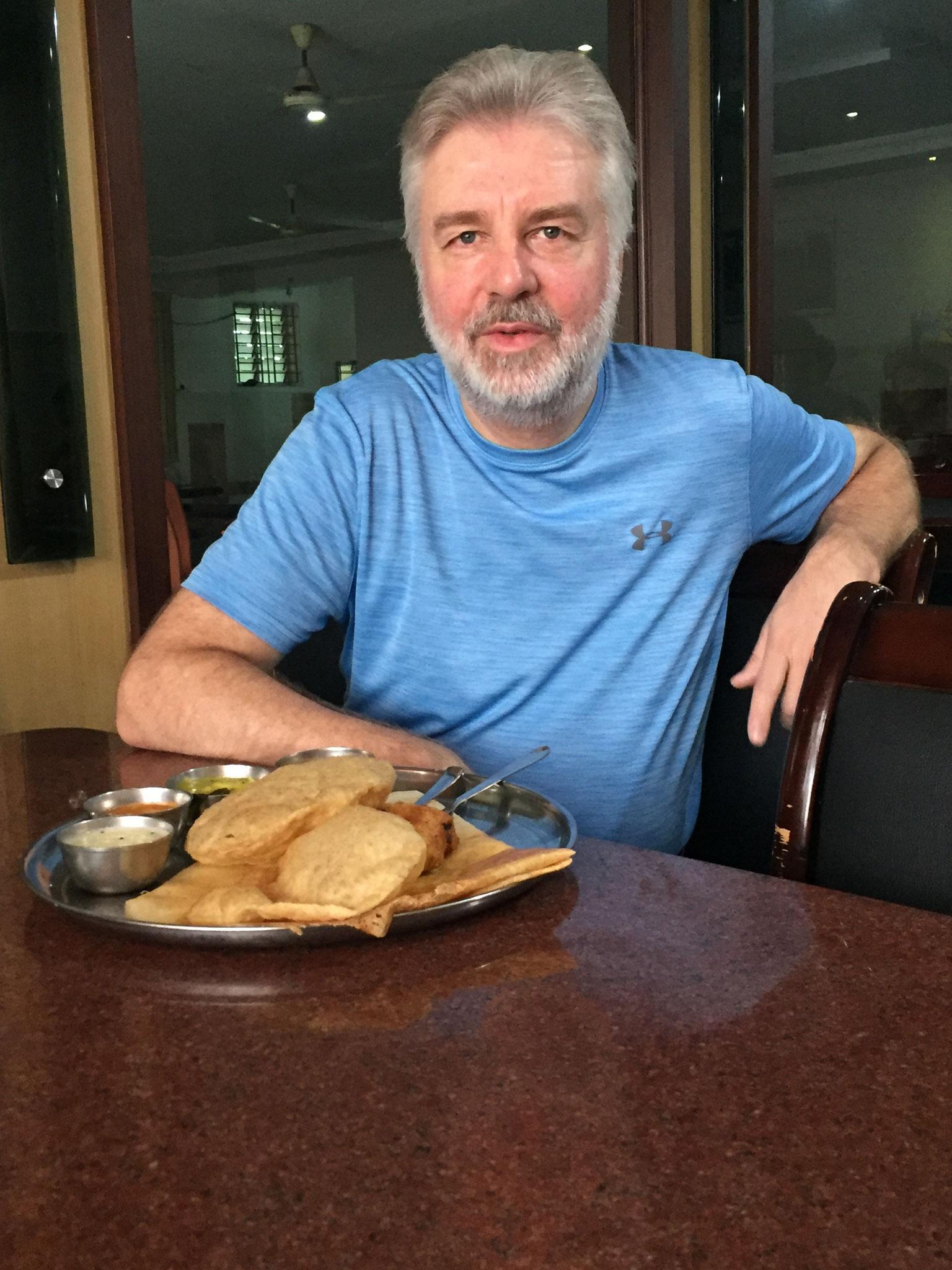 Bernhard mit indischem Frühstück