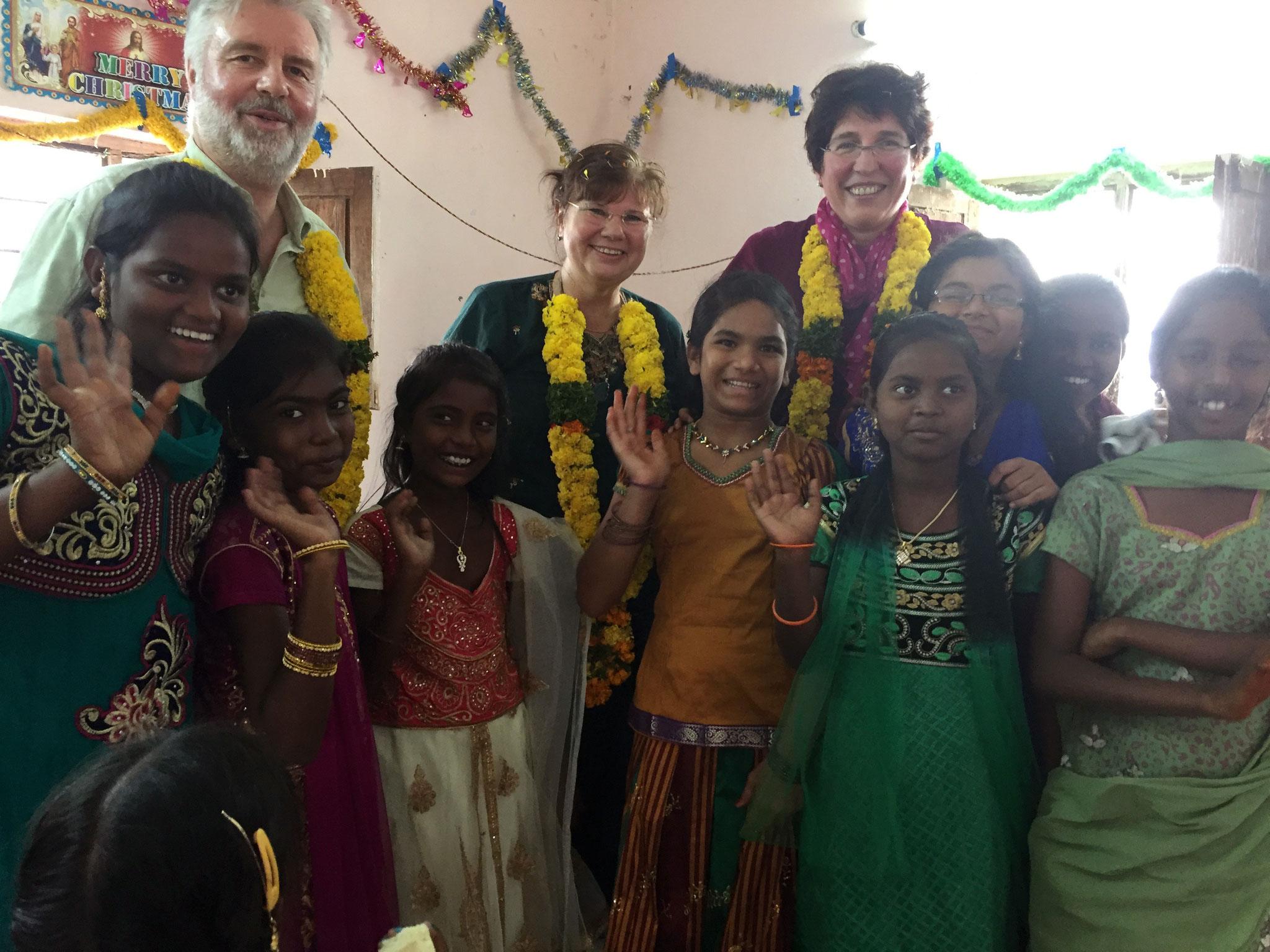 Mit Kindern einer Gemeinde in Andhra Pradesh