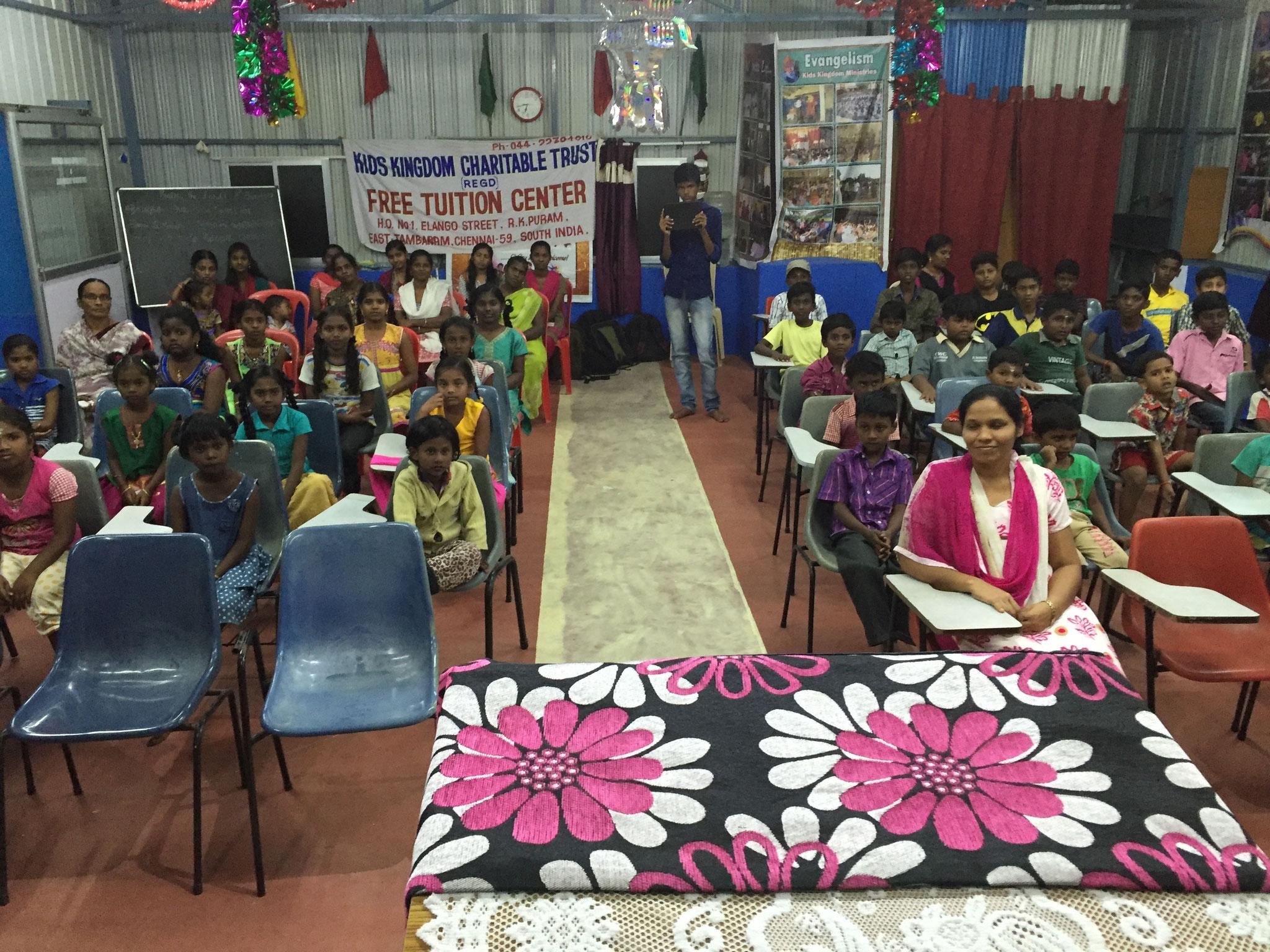Gottesdienst für Kids bei Pastor Charles Chandran