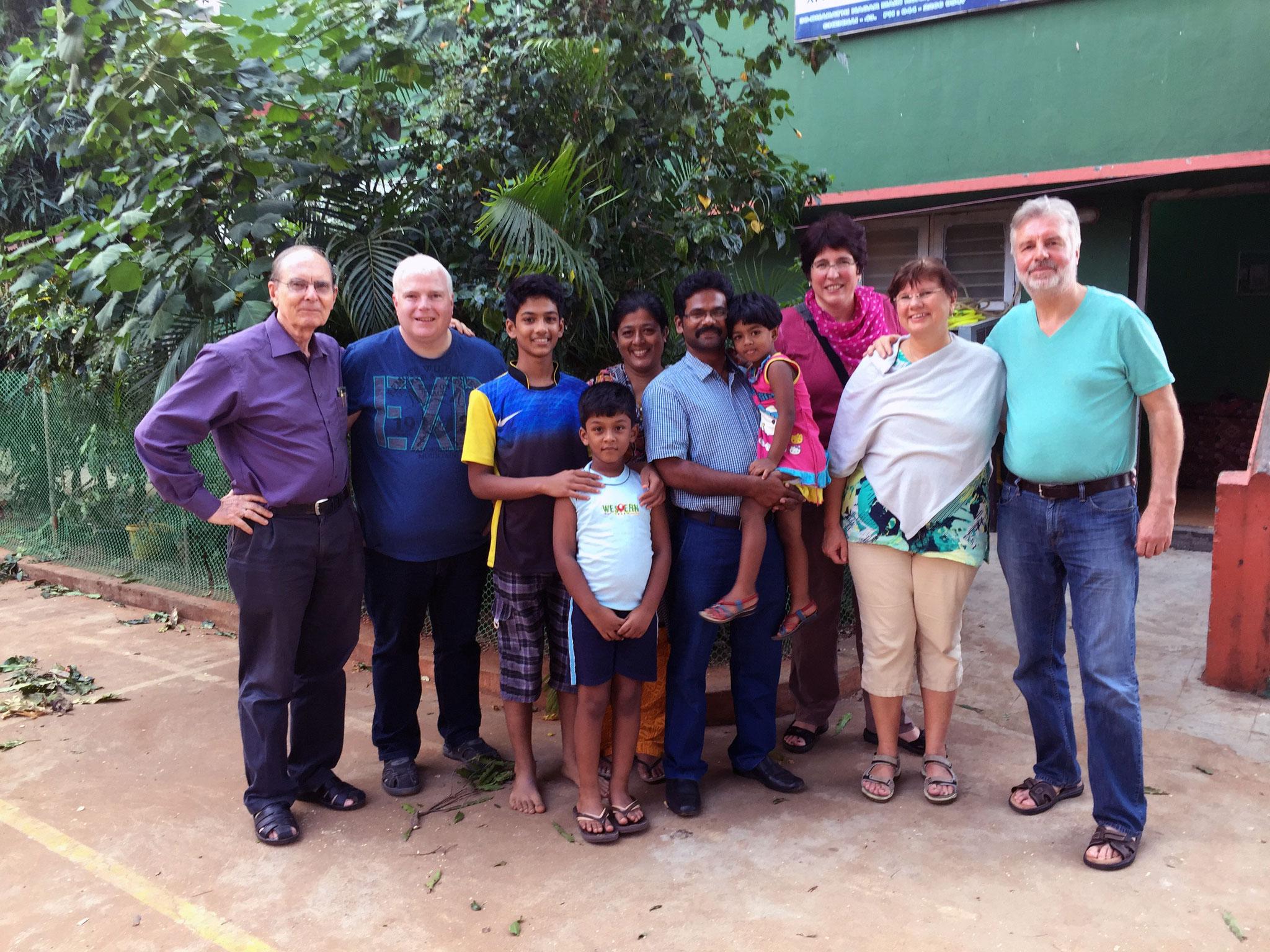 Mit Jochen Tewes und Mitarbeitern im IID Ausbildungszentrum