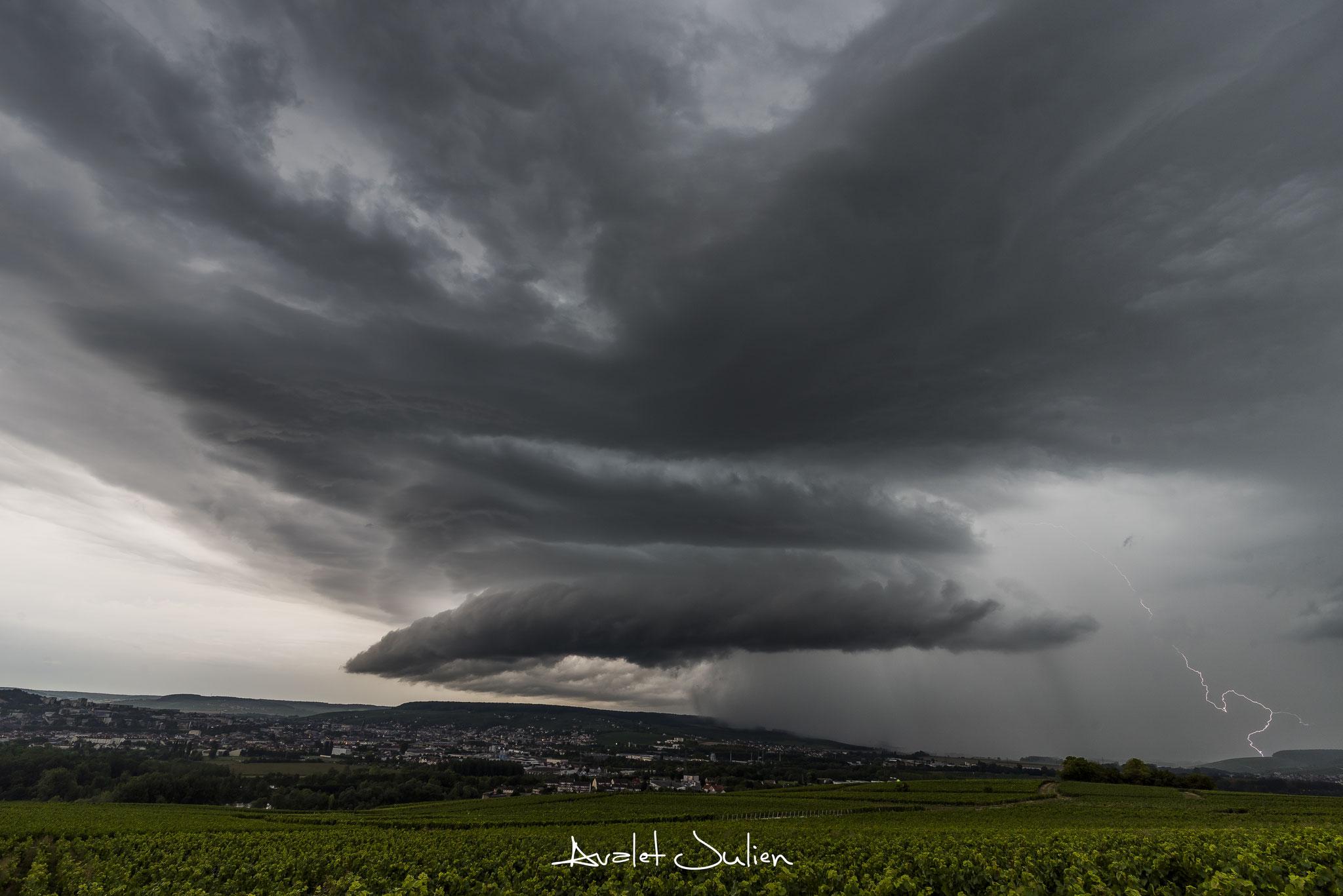 Ambiance supercellulaire et foudre en Vallée de Marne (51)en 2017