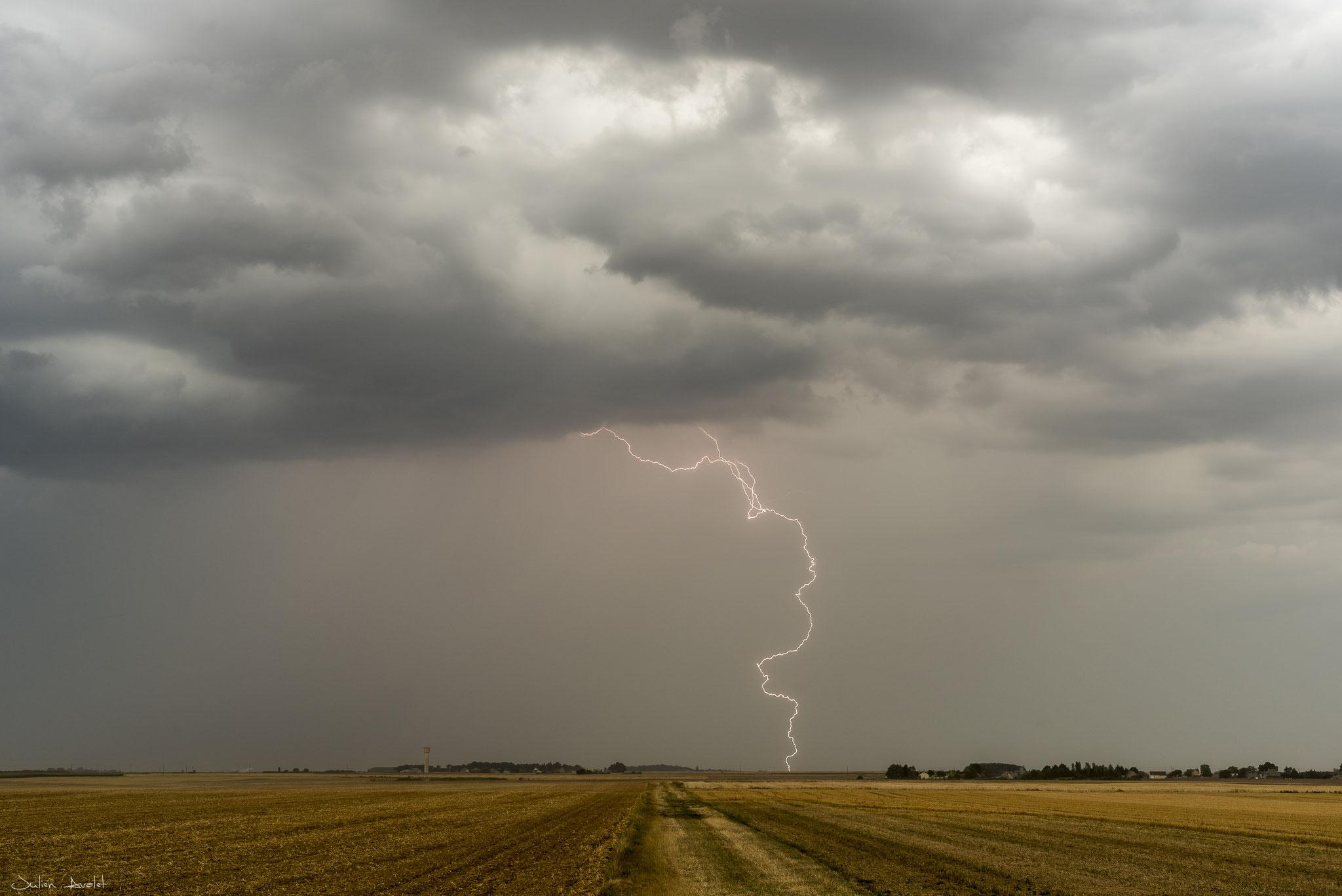 Foudre à l'avant d'un MCS le 19 juillet 2018 sur le secteur de Blois (41)Loir et Cher.