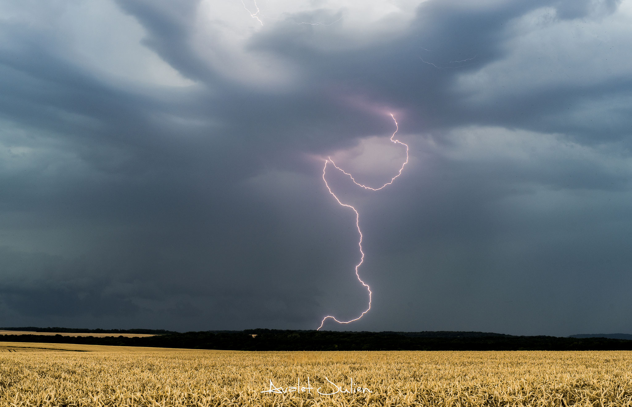 Internuageux et foudre lors d'une grosse journée orageuse en Picardie en 2017