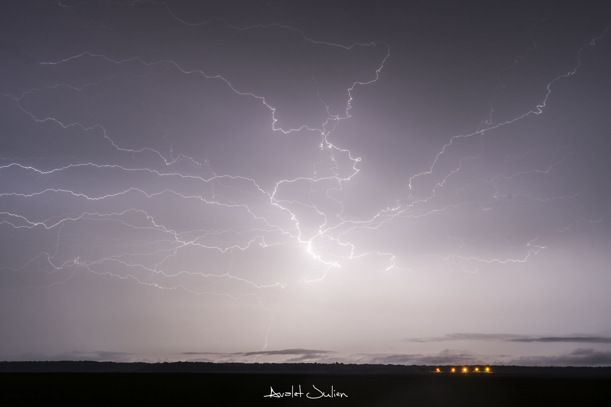 Internuageux zébrant le ciel Isarien le 28 mai 2018