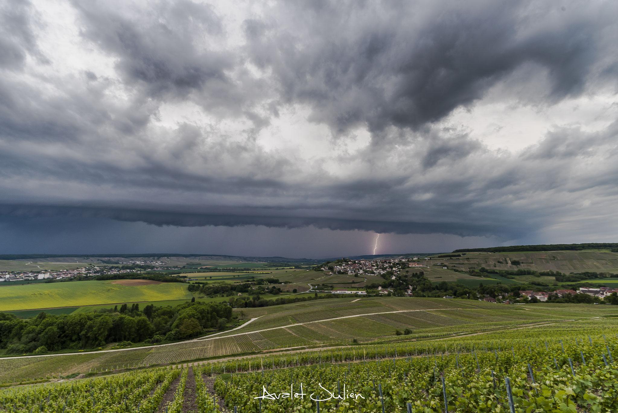 Arcus et foudre en Vallée de Marne(51)en 2017