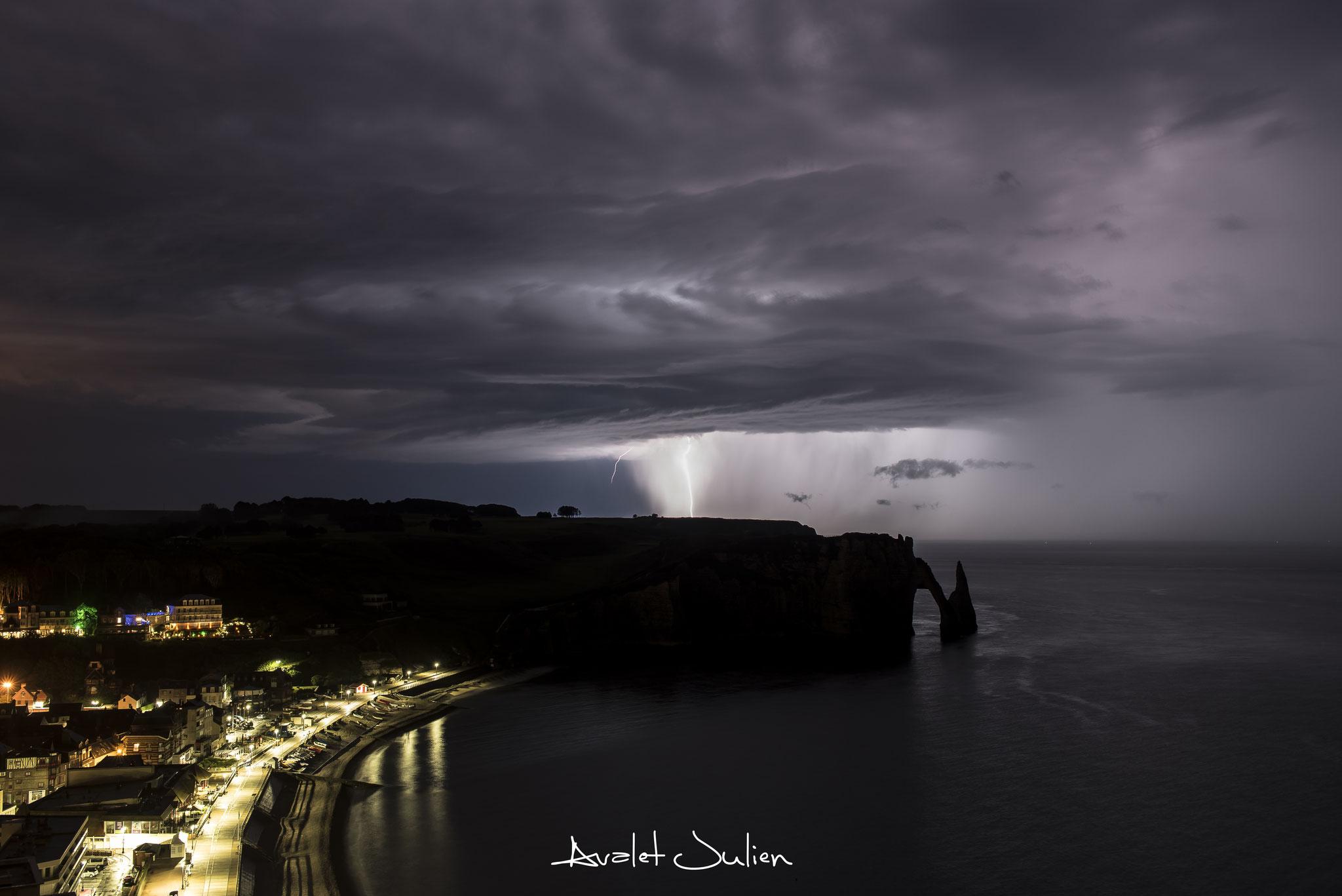 Étretat(76)Normandie, sous l'orage en juin 2016