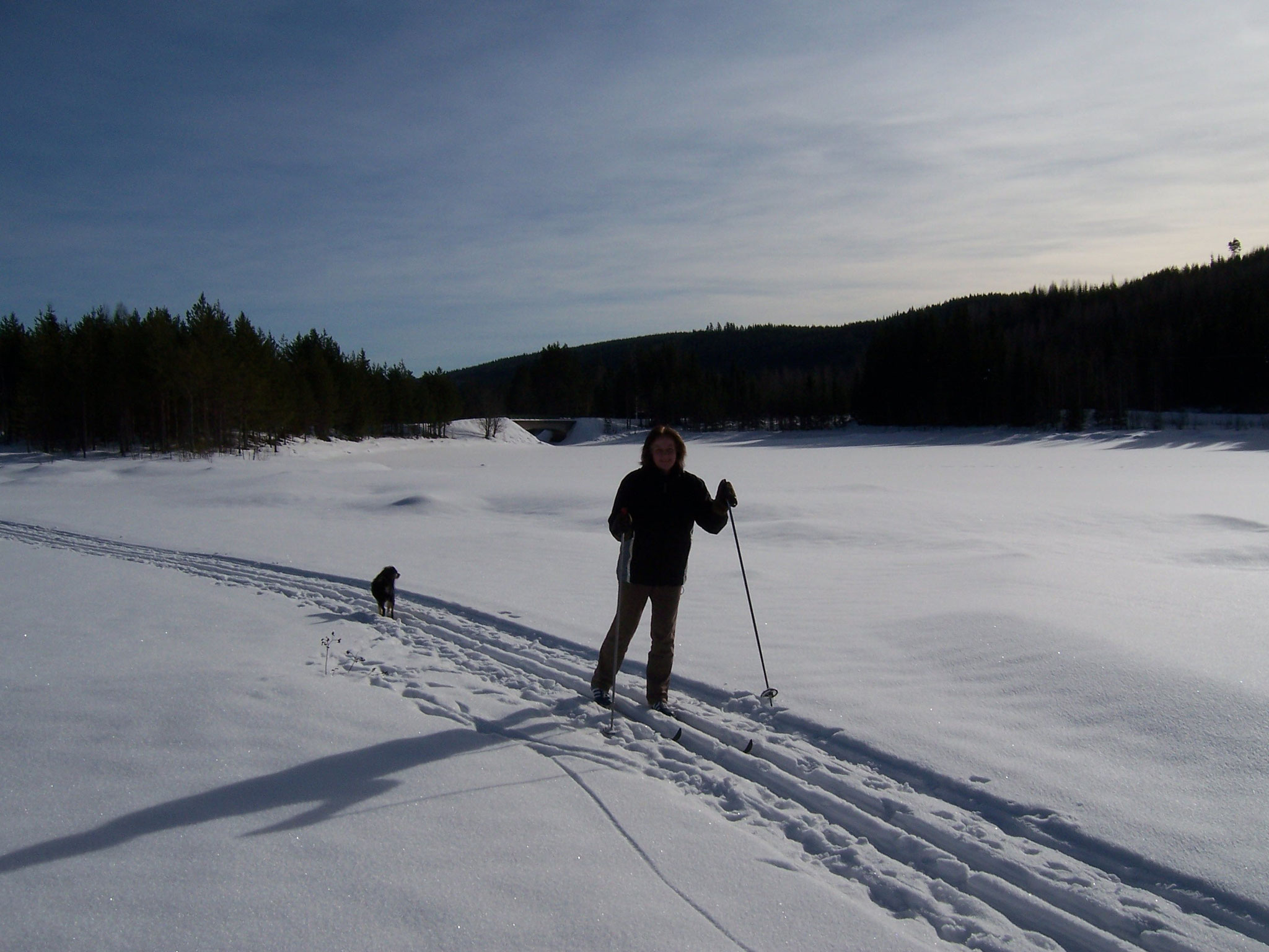 Cross country skiing on the frozen Rottnan
