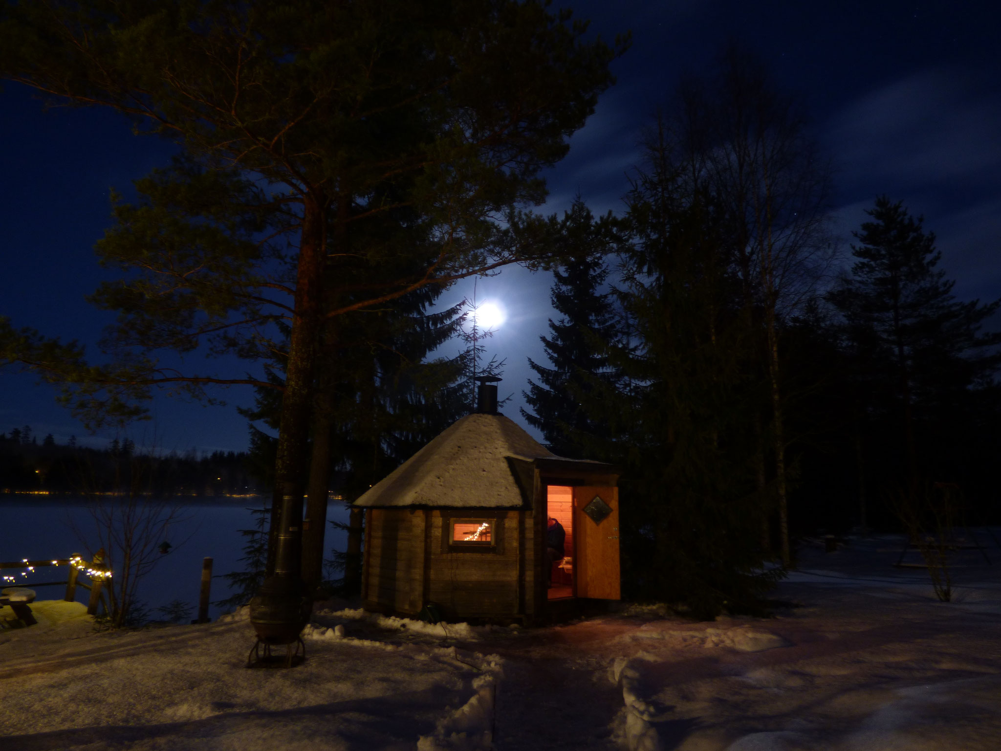 fullmoon over barbecue hut