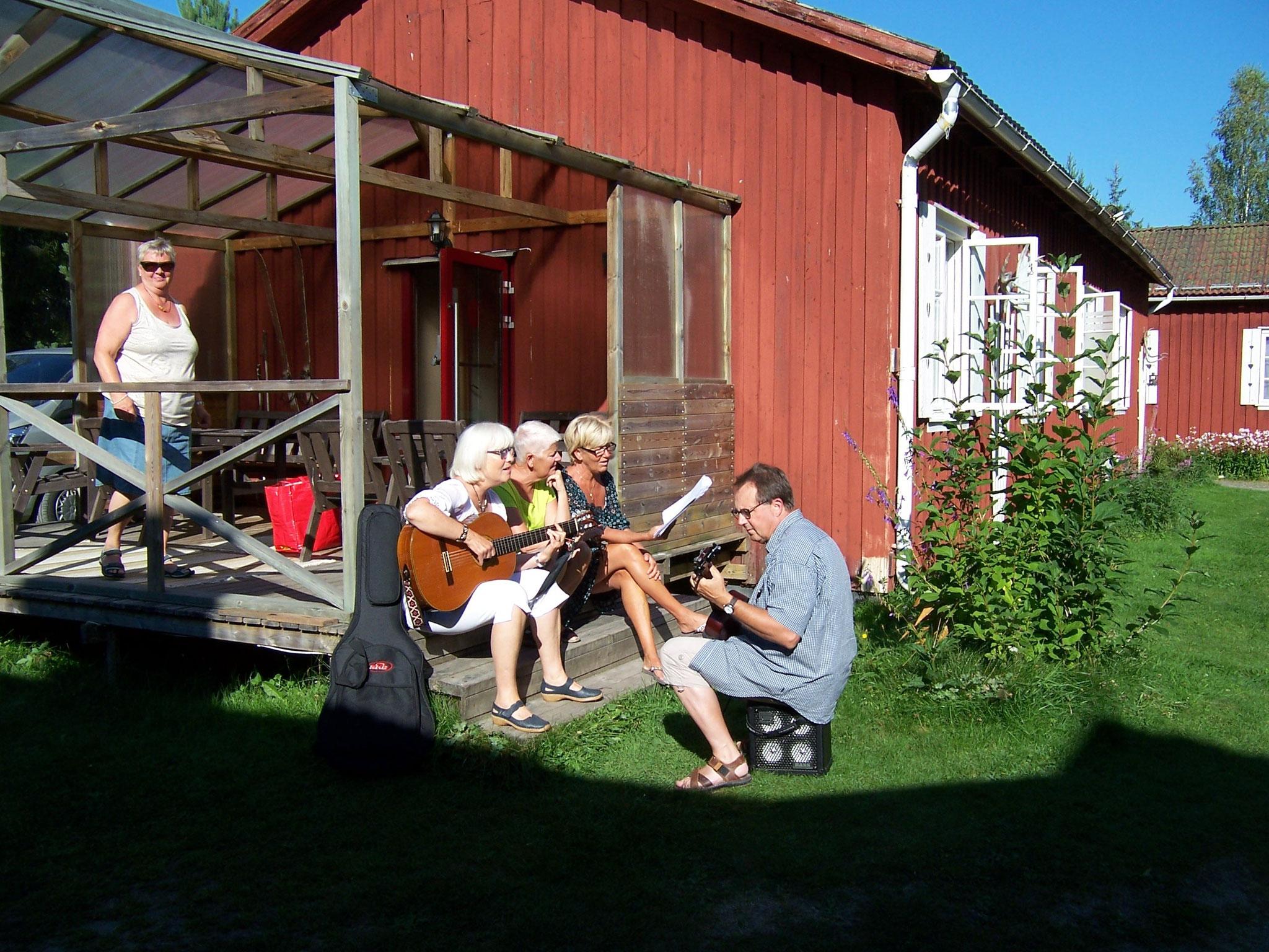 eftermiddagsmusik på vandrarhemmet