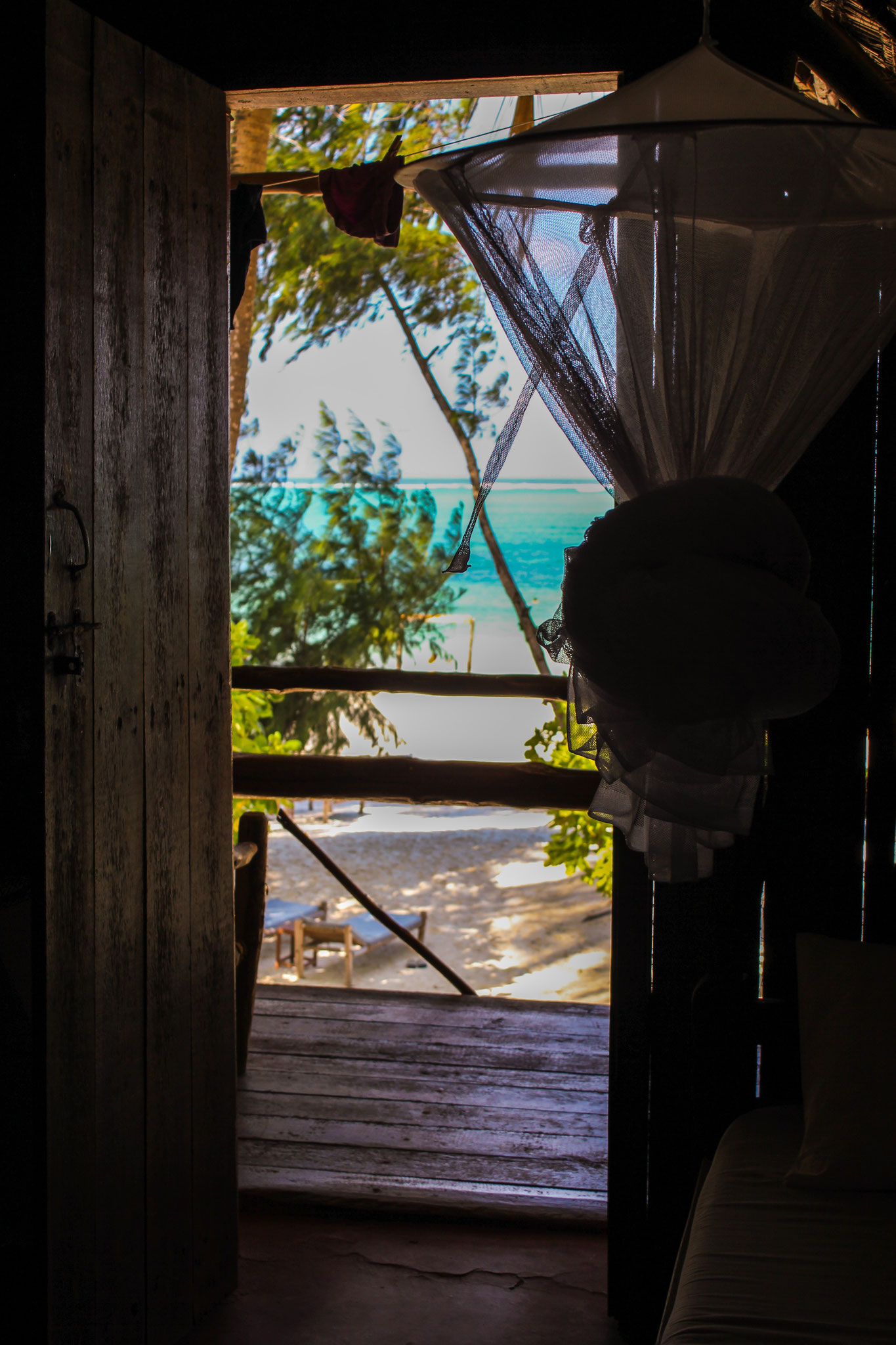 Blick vom Bett zum Balkon