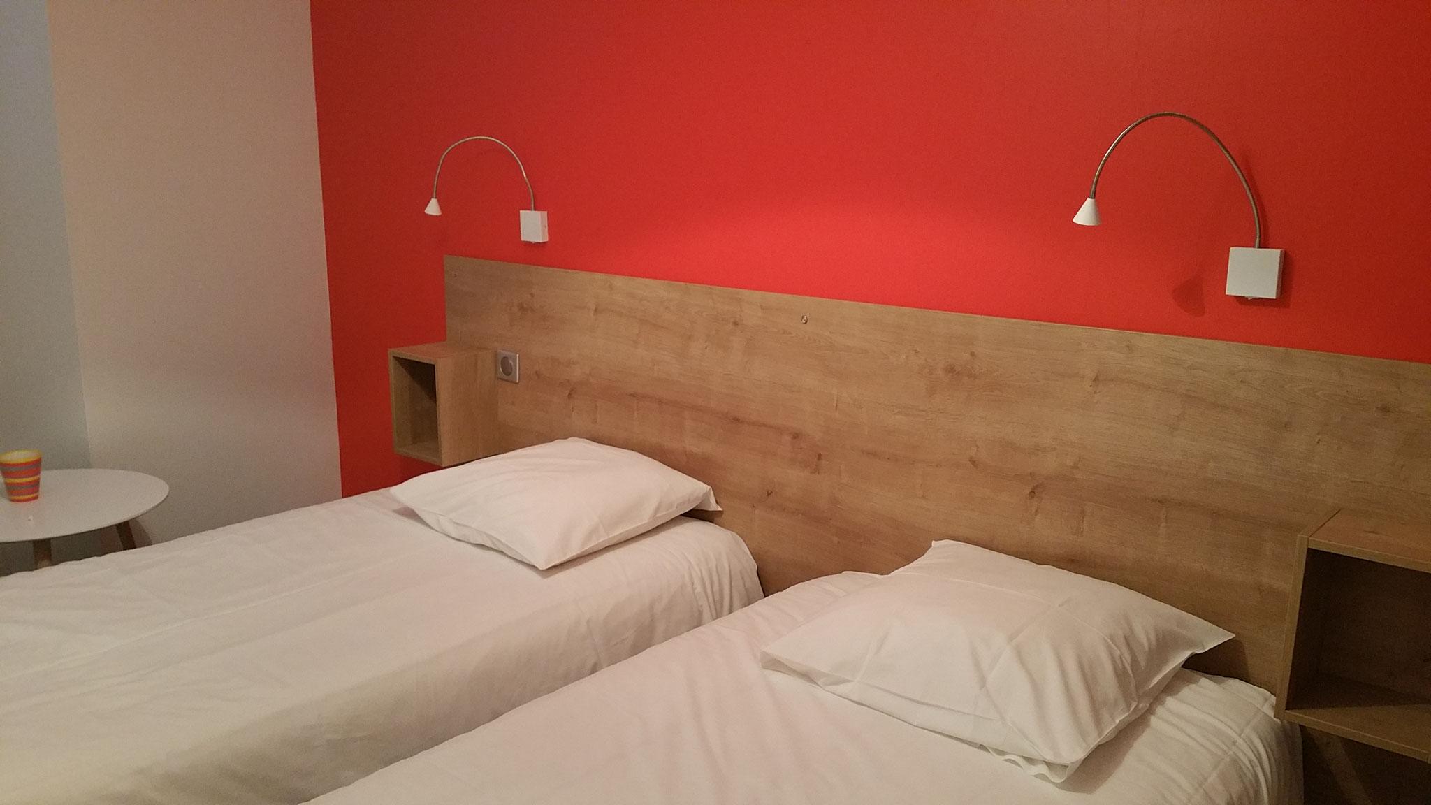 La chambre avec 2 lits de 90/190 pouvant se réunir en un lit 180/190.