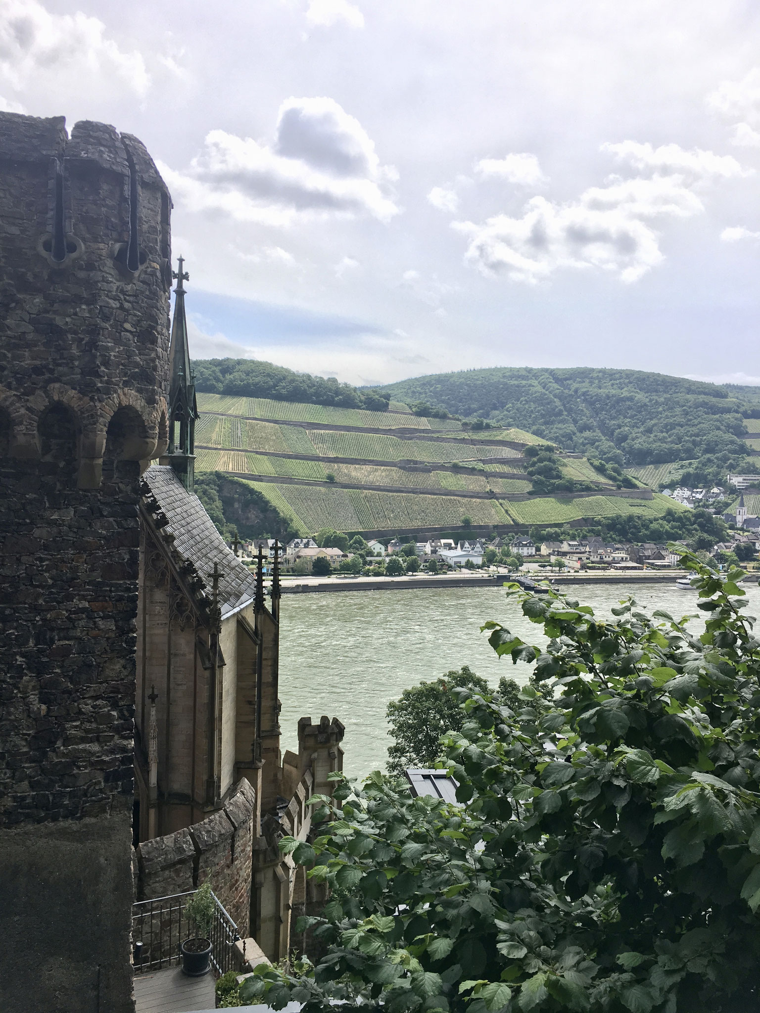 Visit and views from Romantic Castle Rheinfels