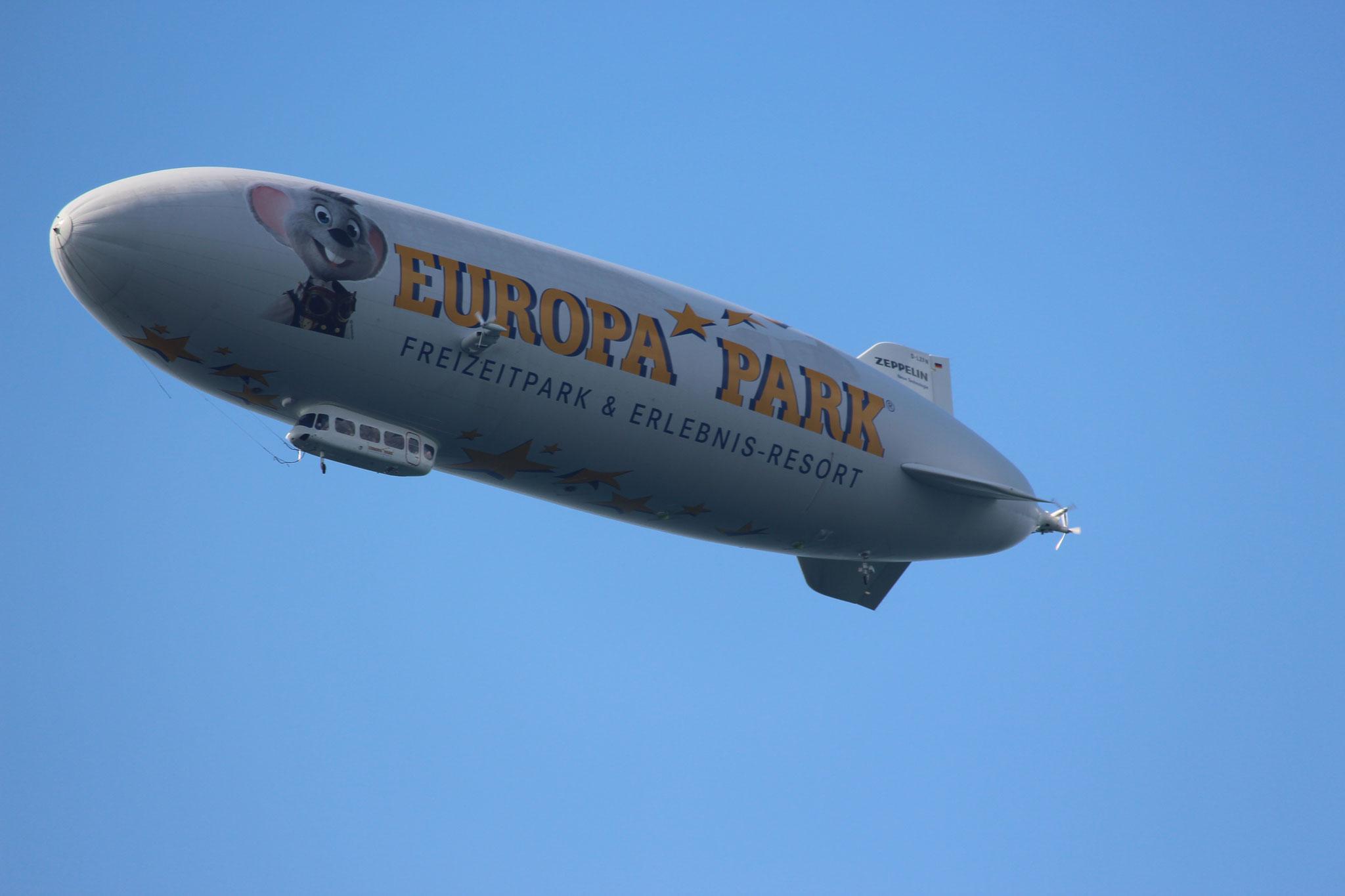 ....Zeppelin über Meersburg