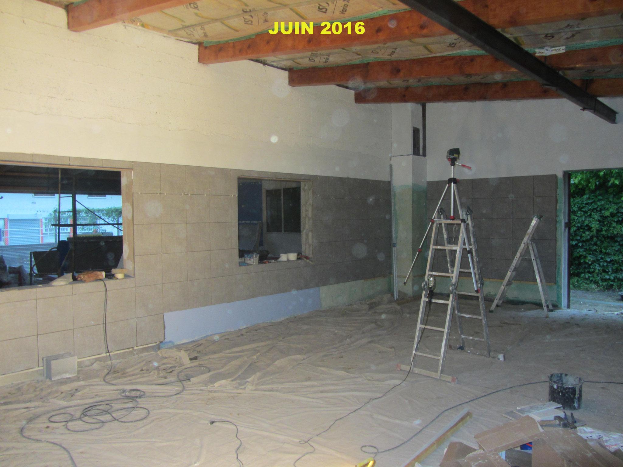 Les travaux carrelage dans la salle de brassage Archimalt